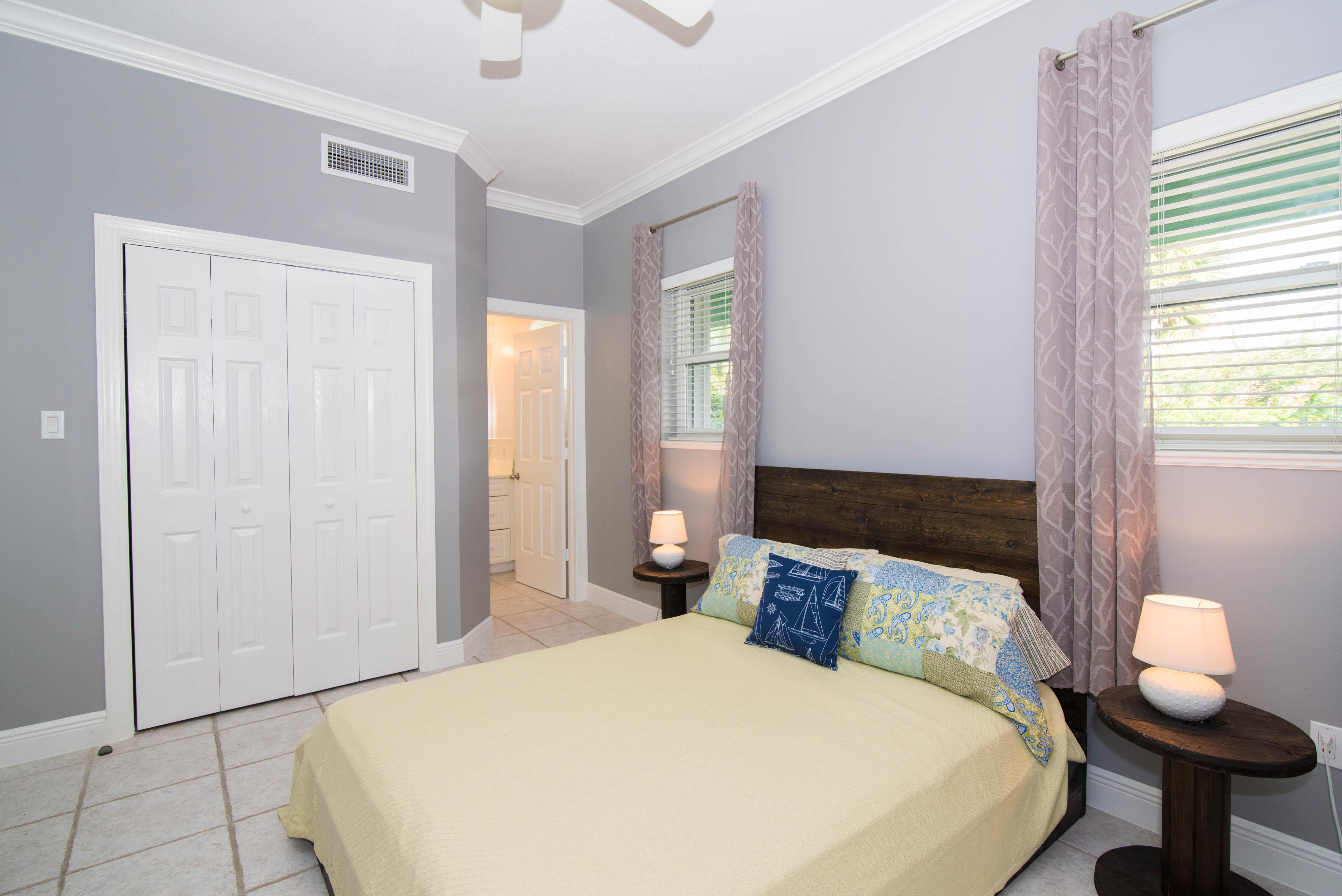 2nd Guest Bedroom w/ Queen Bed