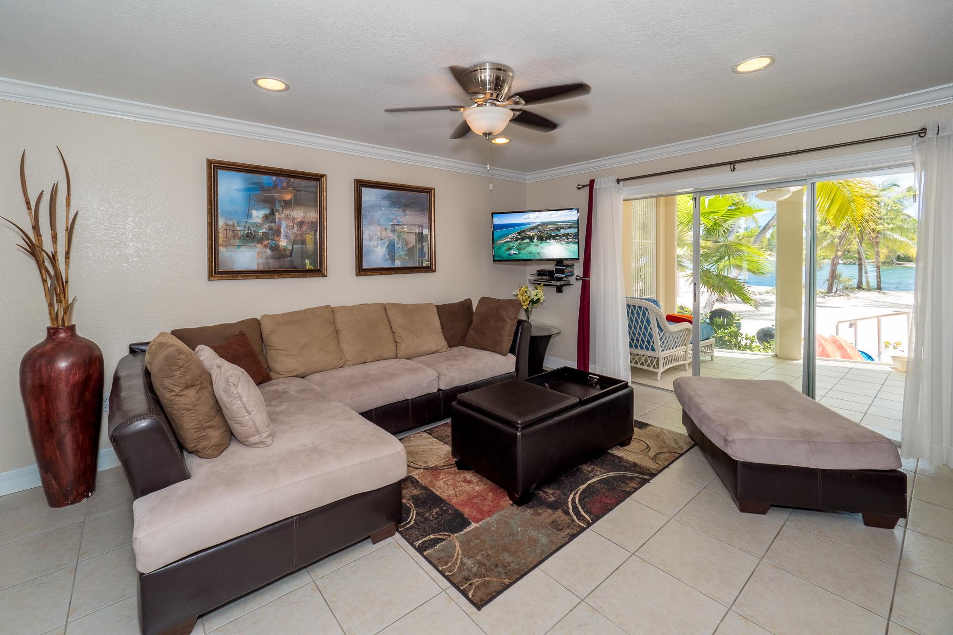 Island House 12 Living Area