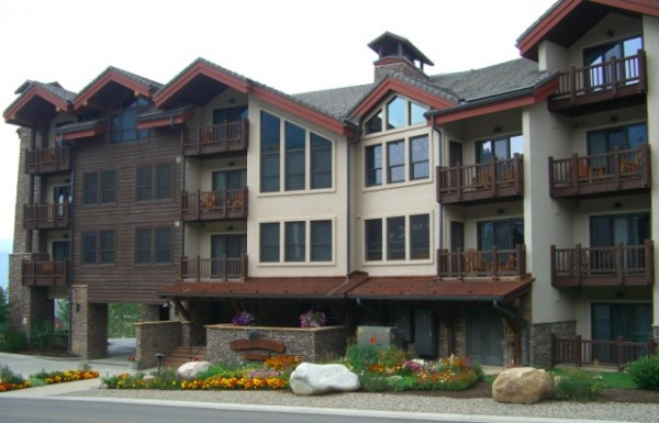 Black bear lodge crested butte lodging property management for Crested butte cabins