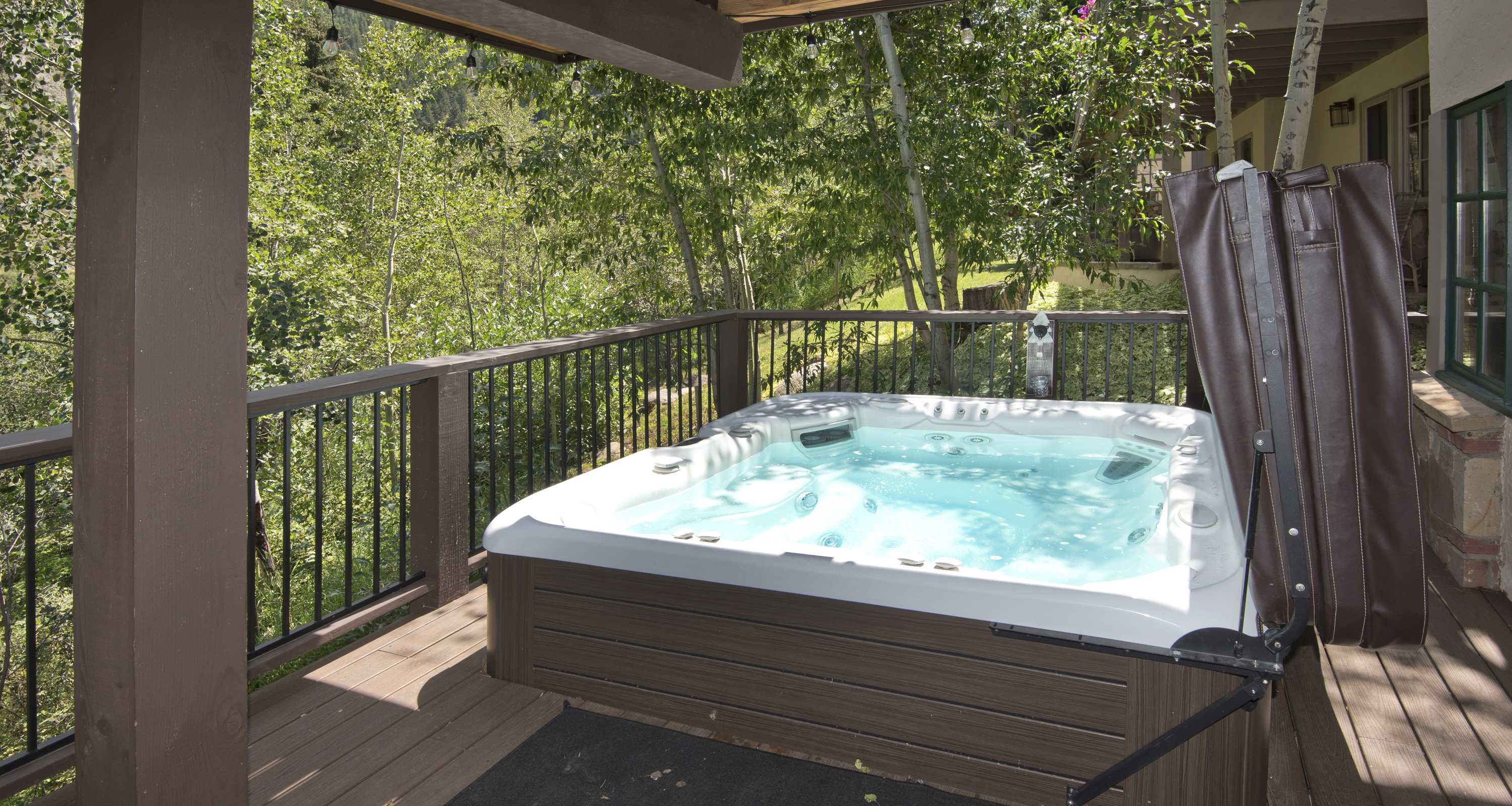 Great hot tub for great fun!