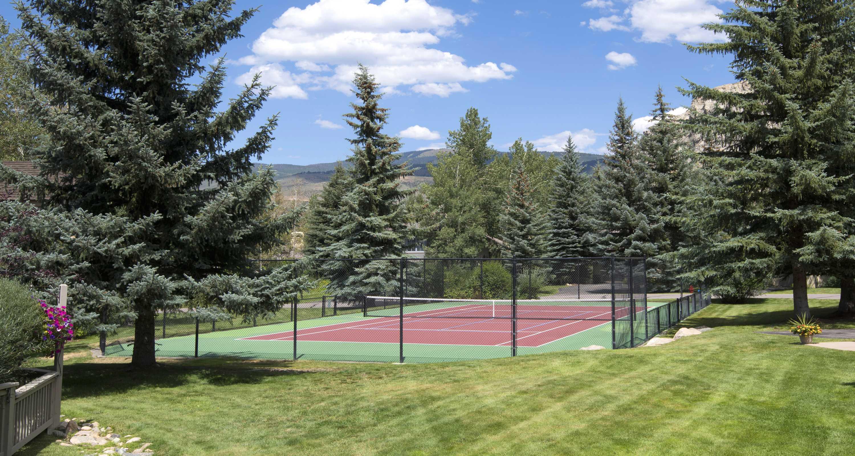 Enclave tennis courts