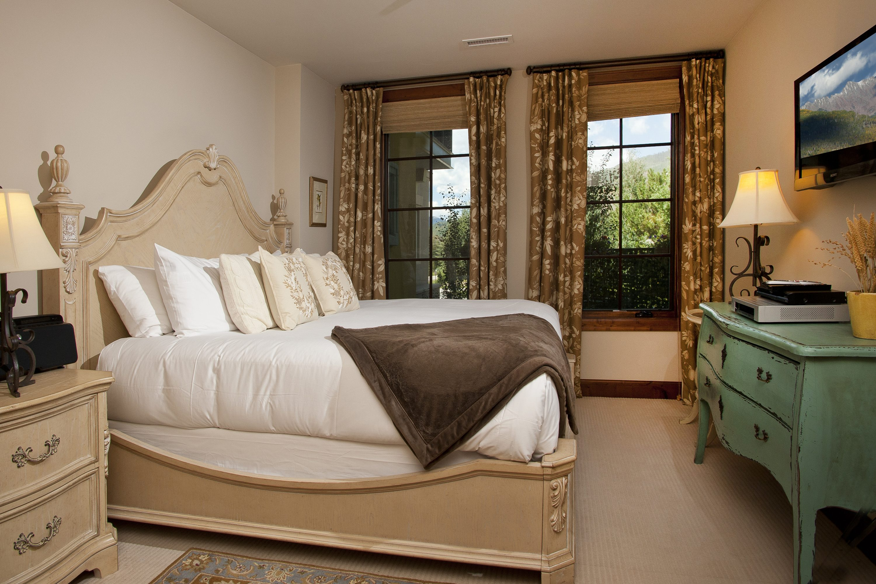 King bedroom with flat screen, dresser, large closet, night stands en suite bath