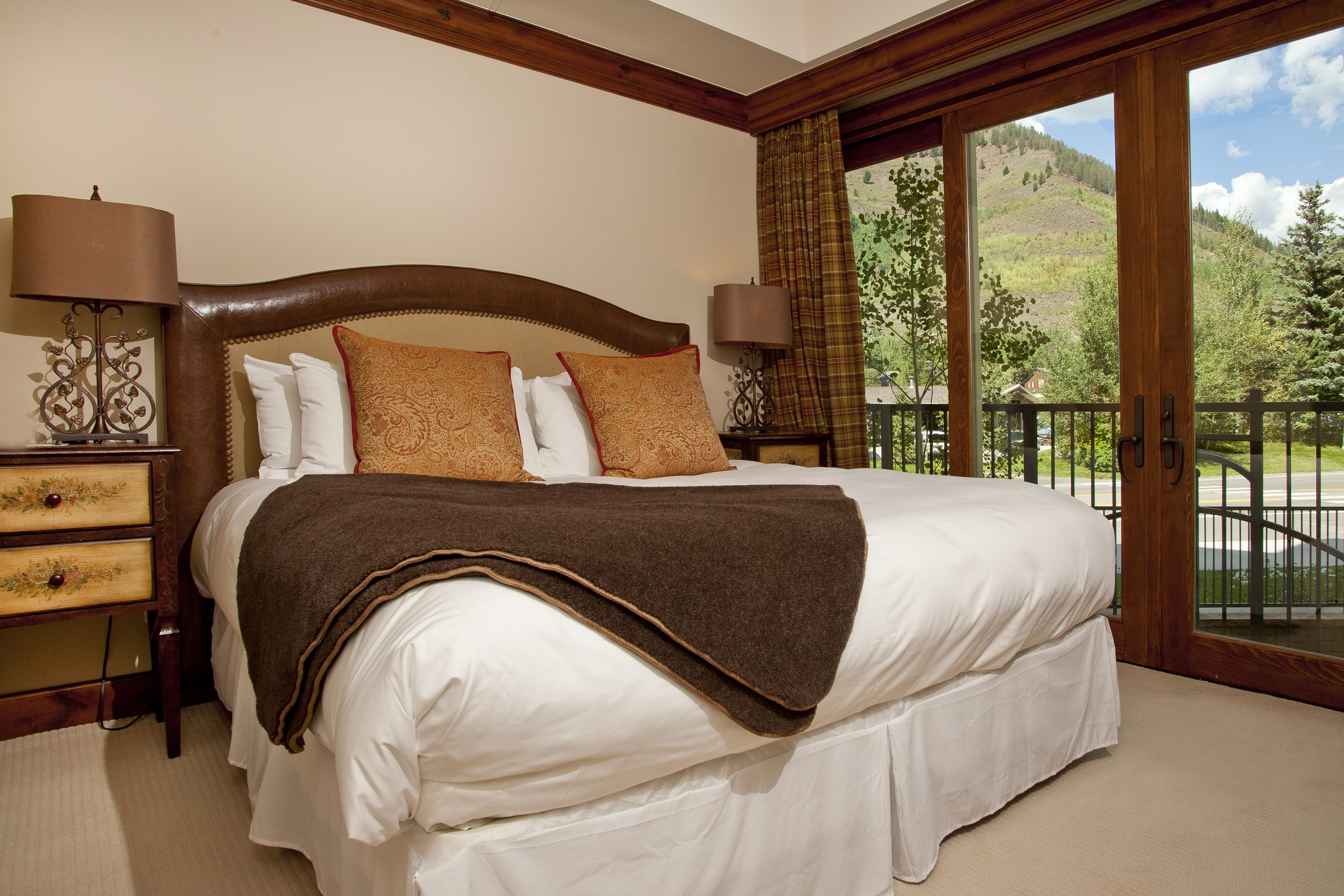 King bedroom with air conditioning and state of the art soundproof windows