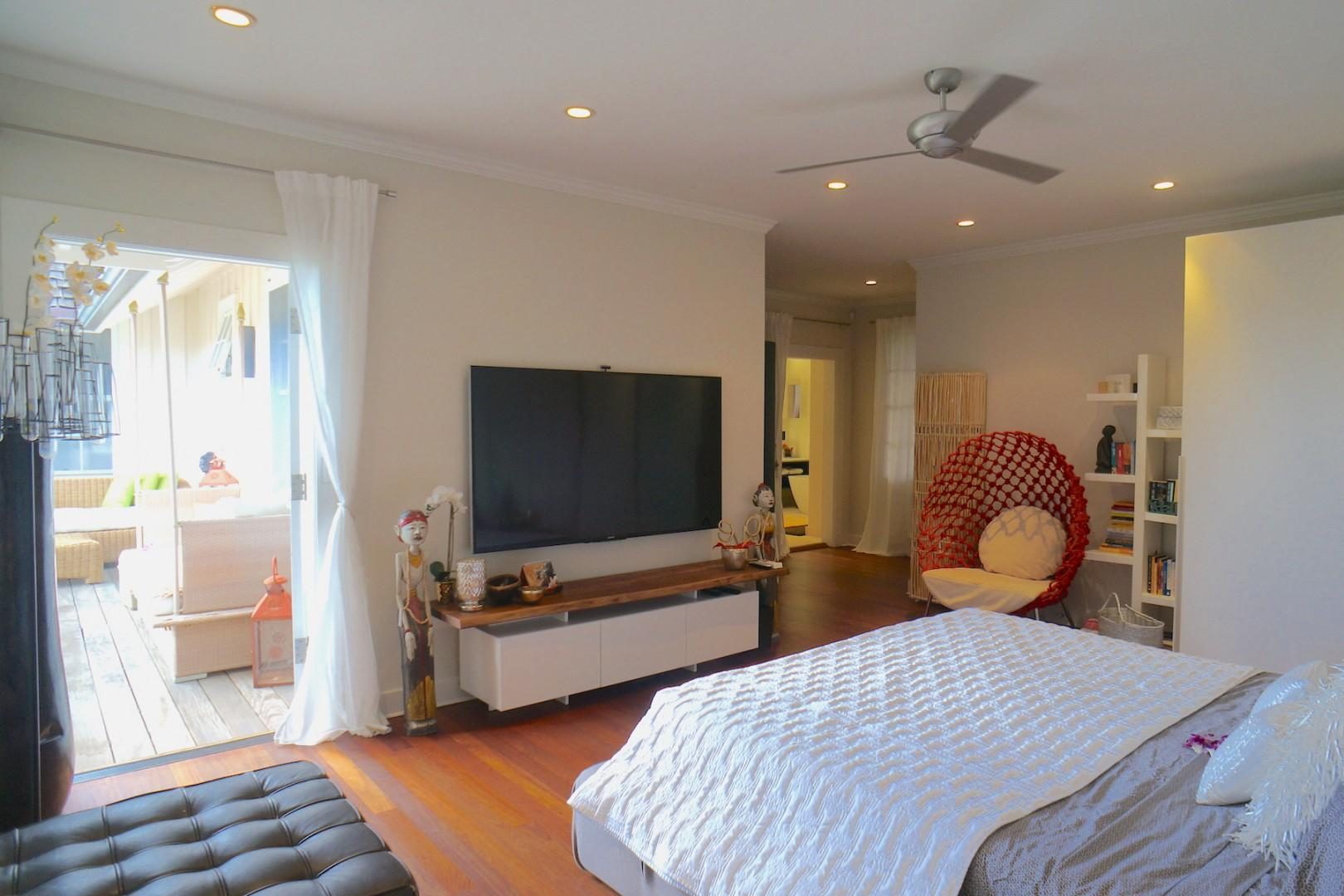 Master Bedroom opens up to lanai