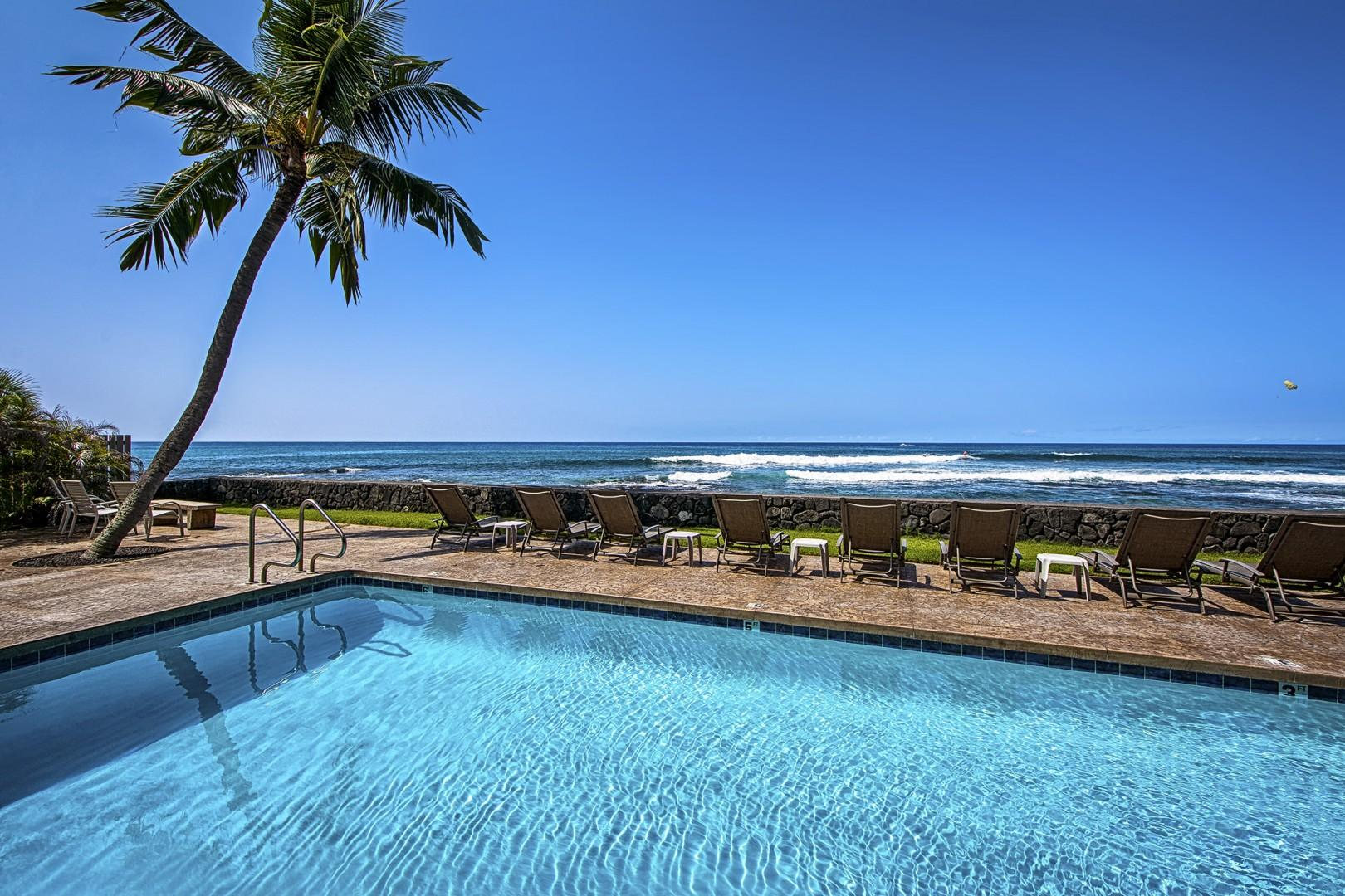 You can hear the sound of the waves from this pool.