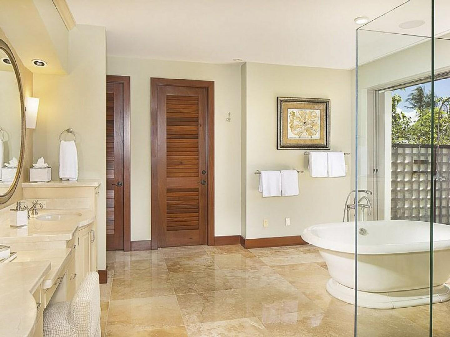 Spacious En Suite Master Bath with Exotic Outdoor Shower