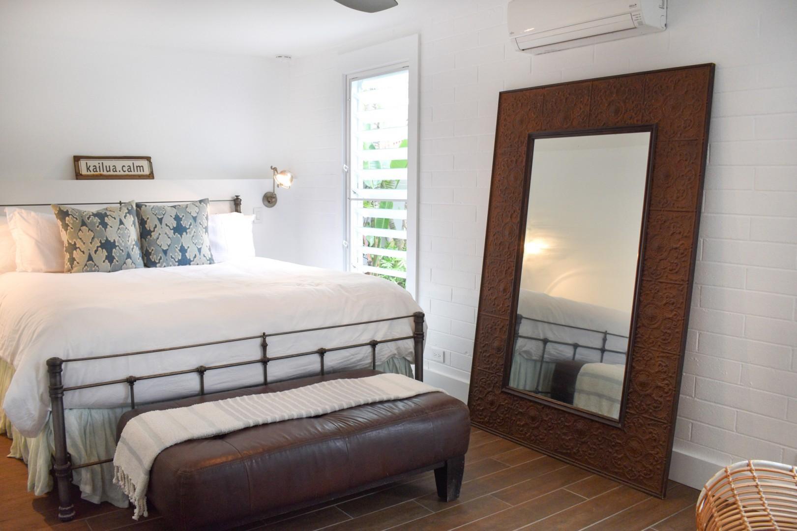 Cottage bedroom, king bed