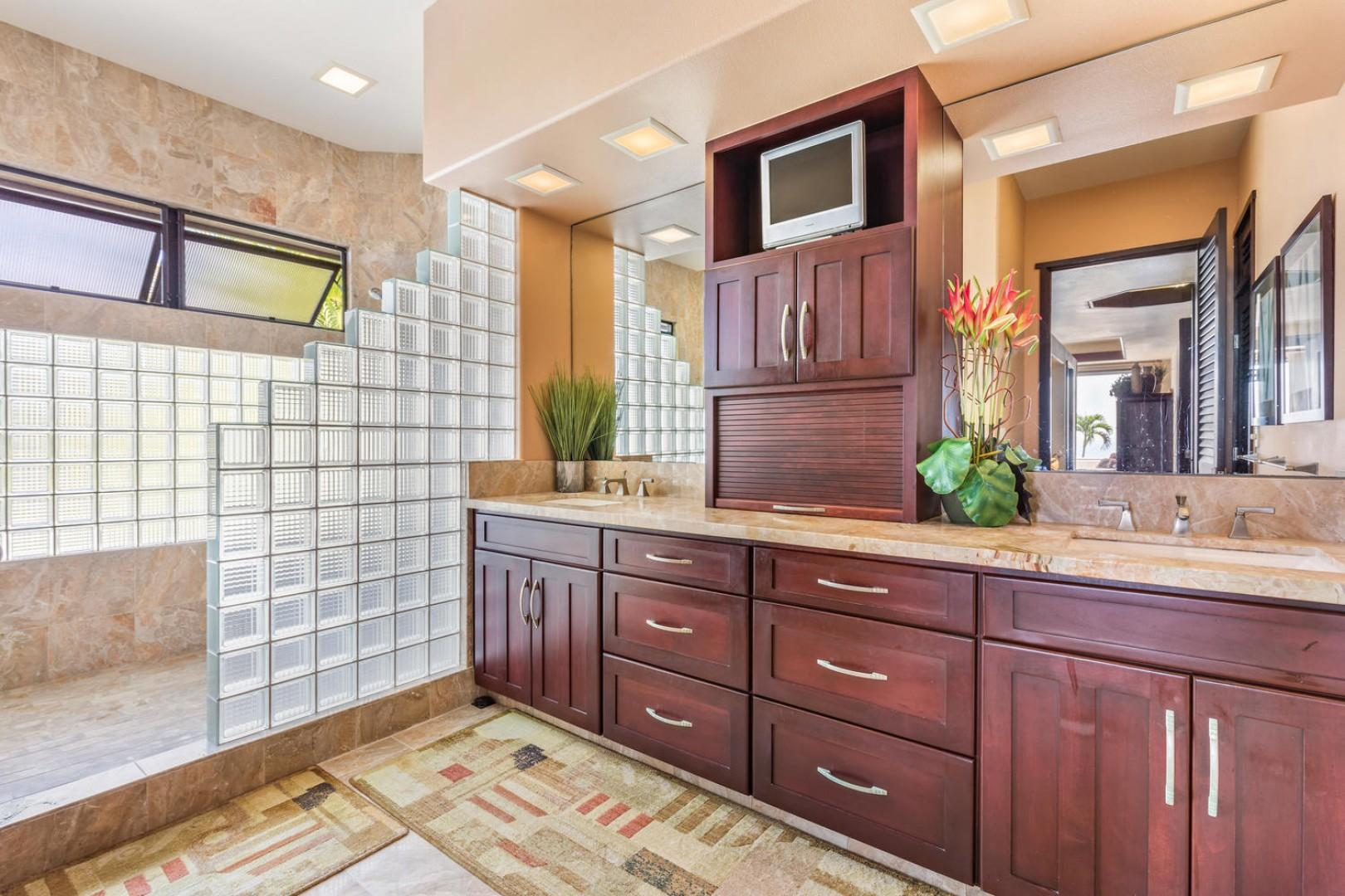 Master bath with dual vanities, soaking tub, and walk in shower