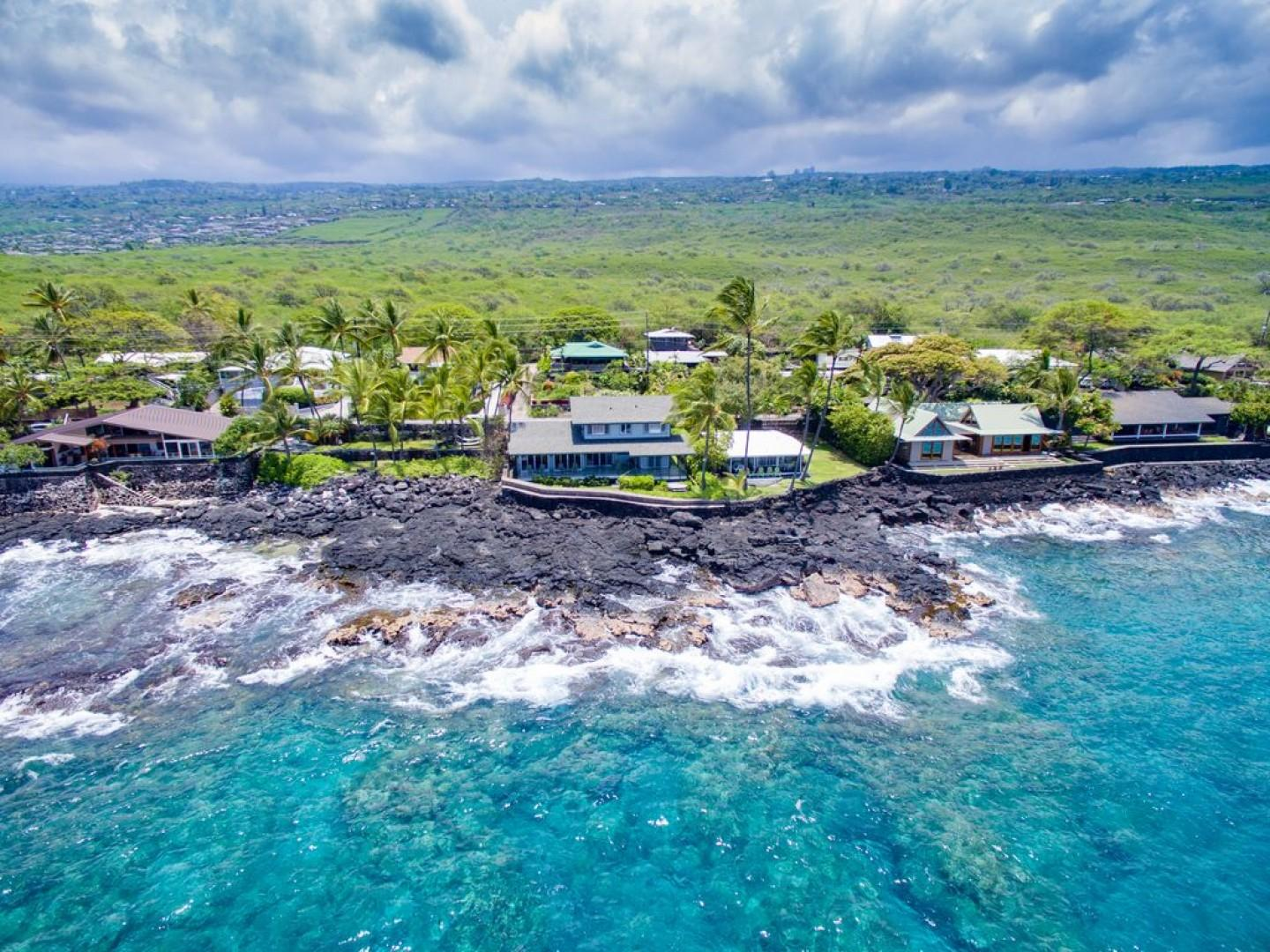 Hoku'ea house on crystal clear turquoise waters!