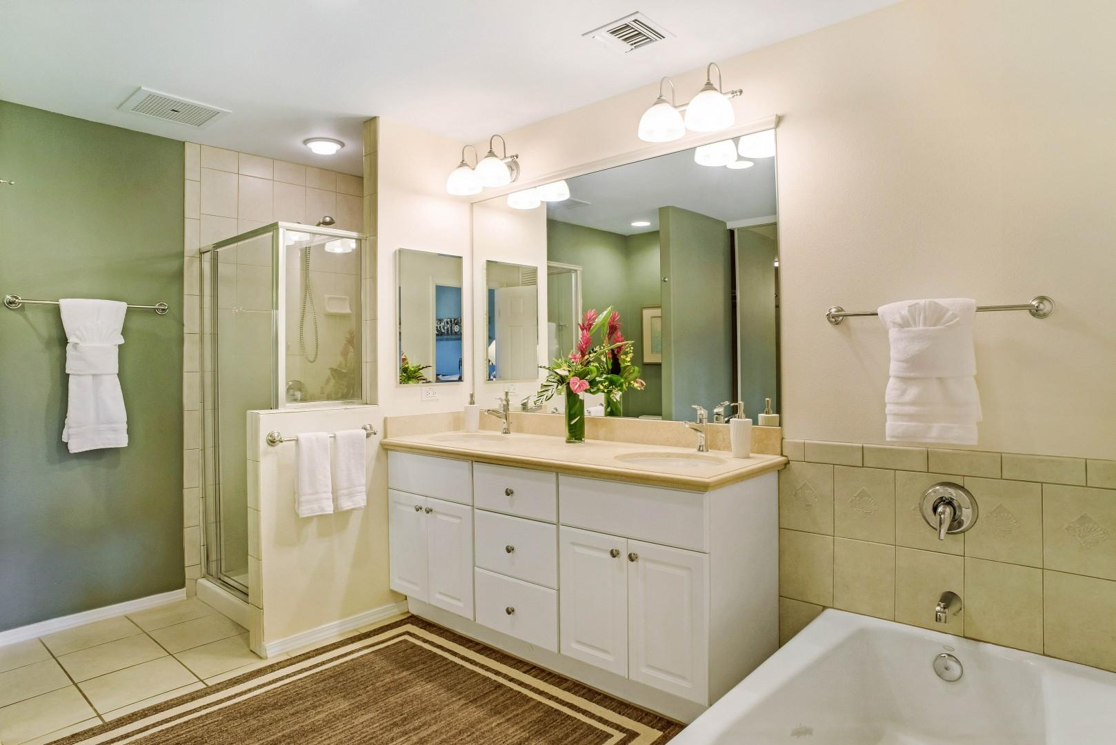 Spacious Master Bath w/ Dual Sinks, Large Soaking Tub and Glass Enclosed Shower
