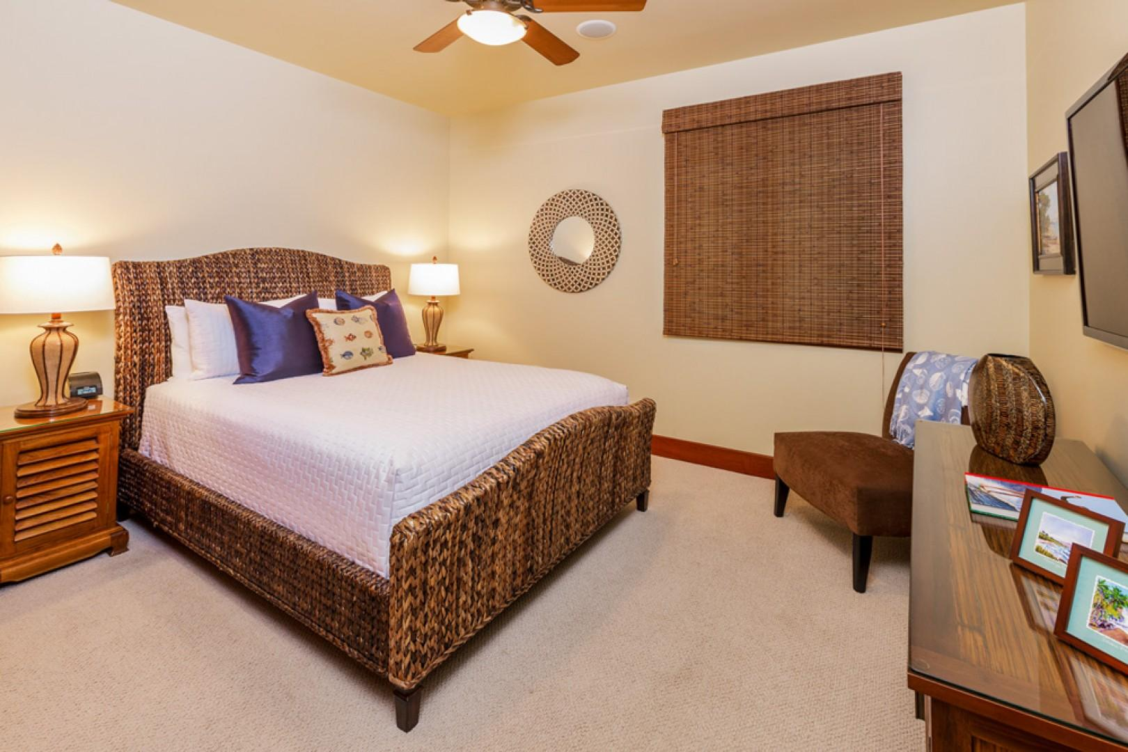 L509 Sandcastles Suite Third Master Bedroom with Queen Bed, Closet and Tub/Shower Private Bath.