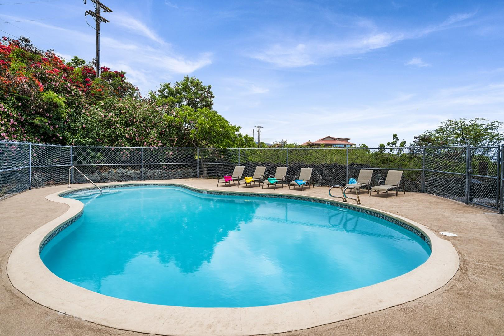 Lounge pool side!
