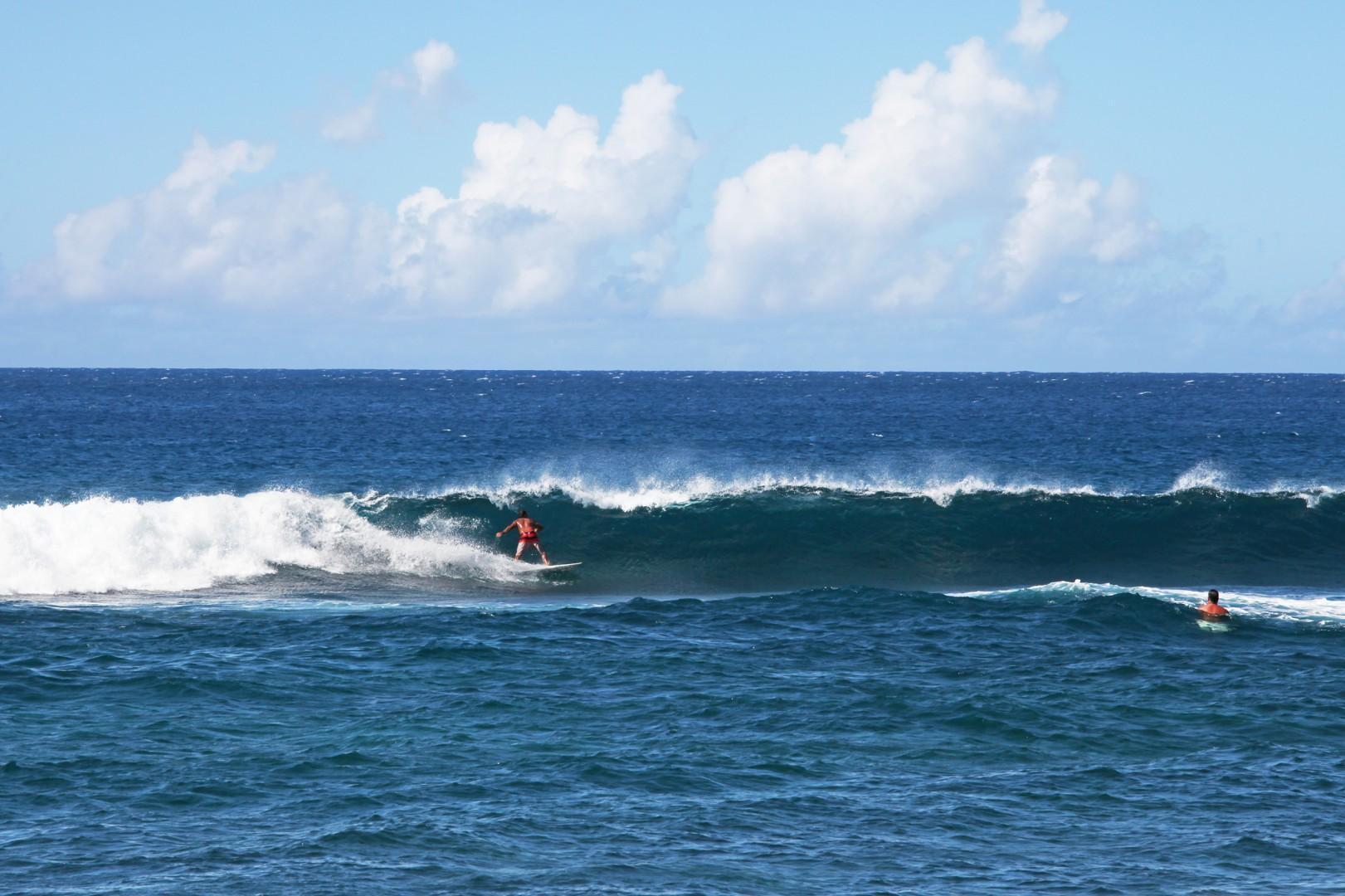PKs surf break in Poipu