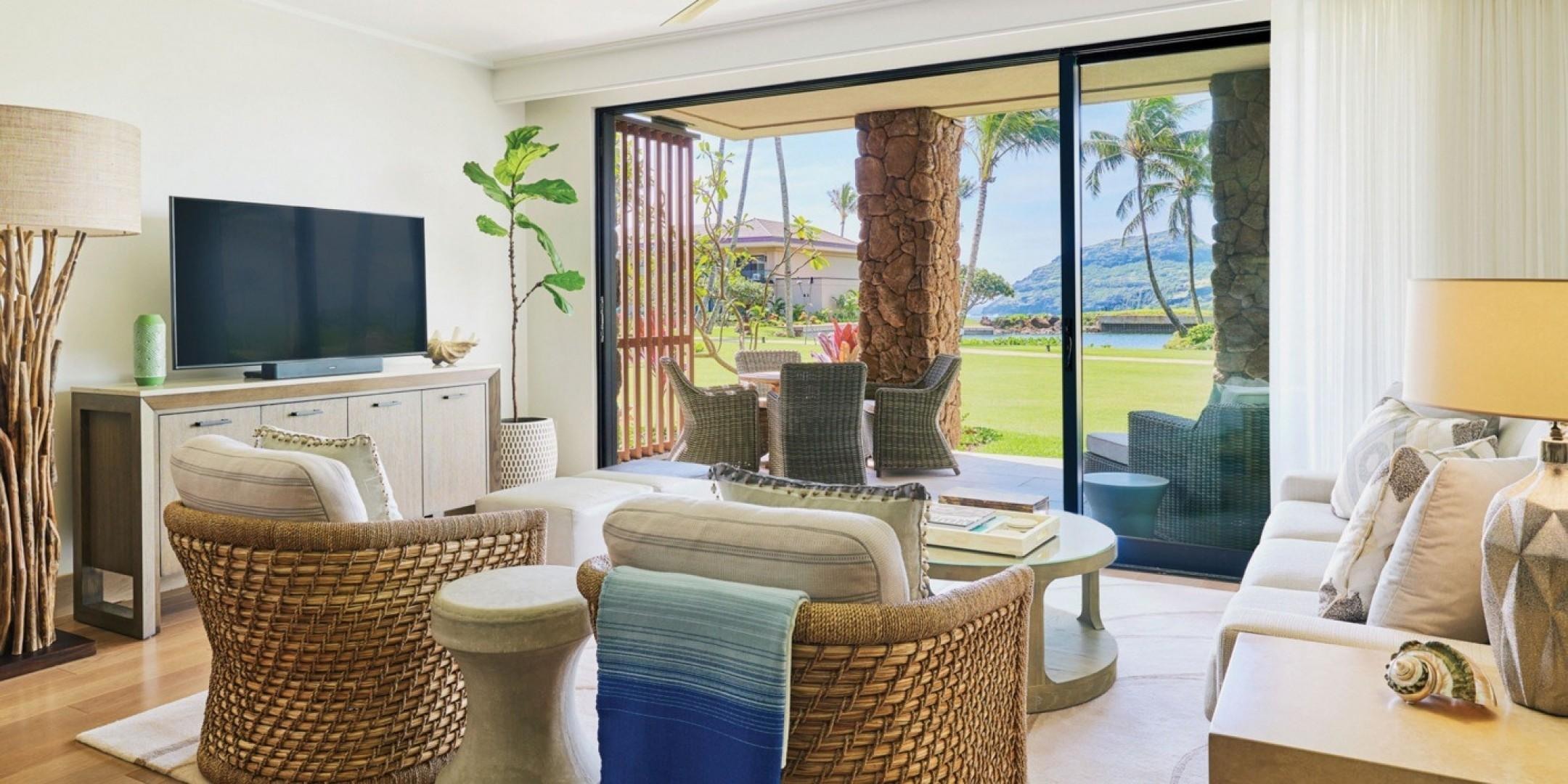 Walls of sliding glass doors create a true Hawaiian indoor-outdoor living experience.