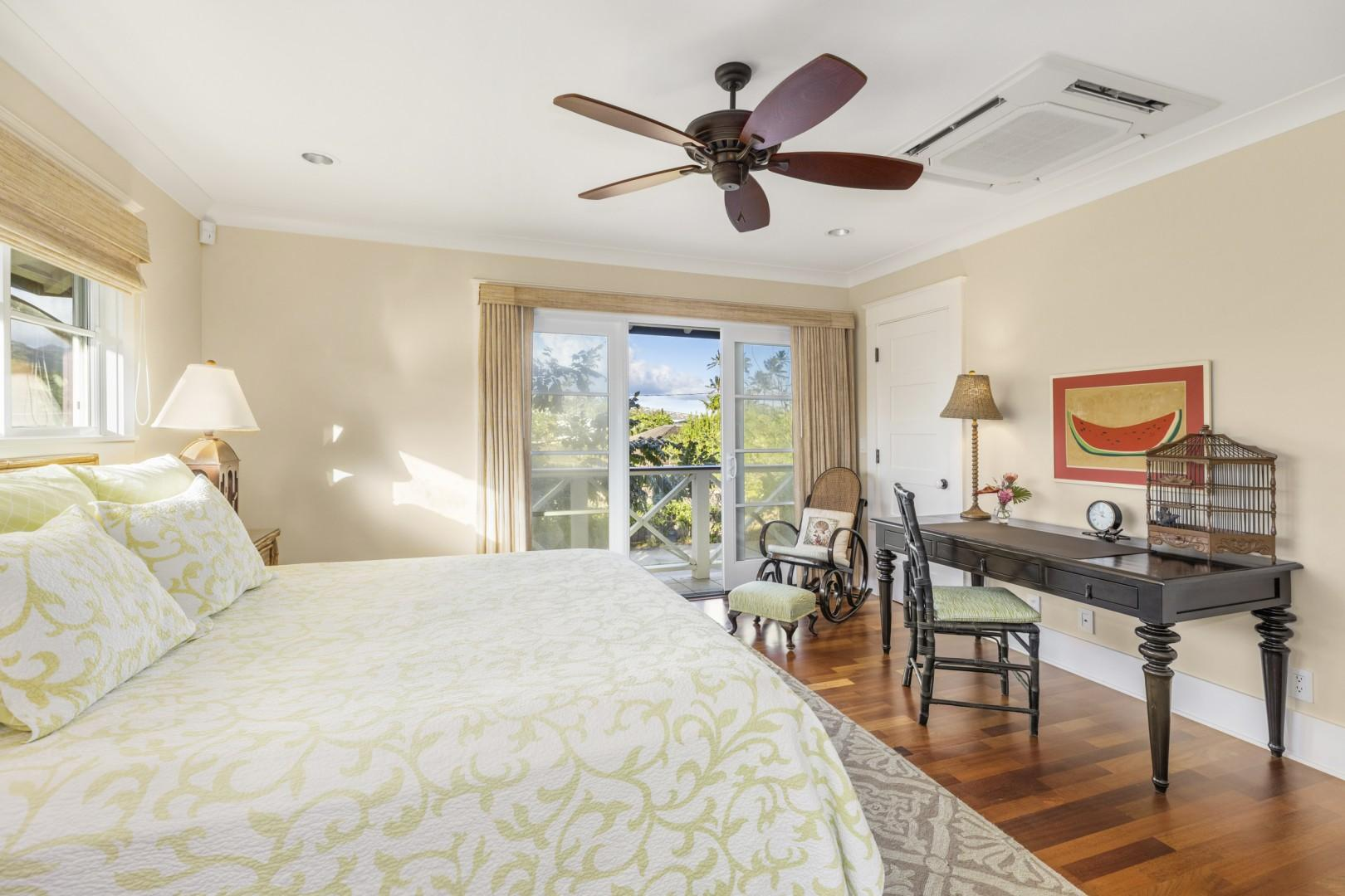 Carriage House bedroom, with lanai access