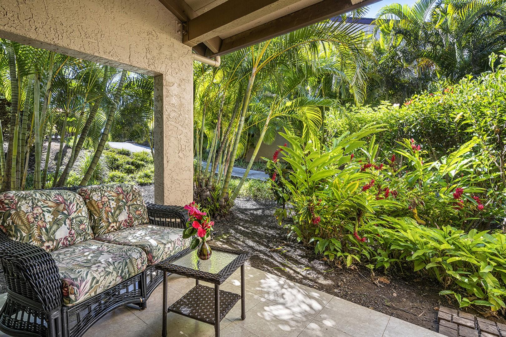 Enjoy coffee or tea with a dash of nature in this Tropical setting