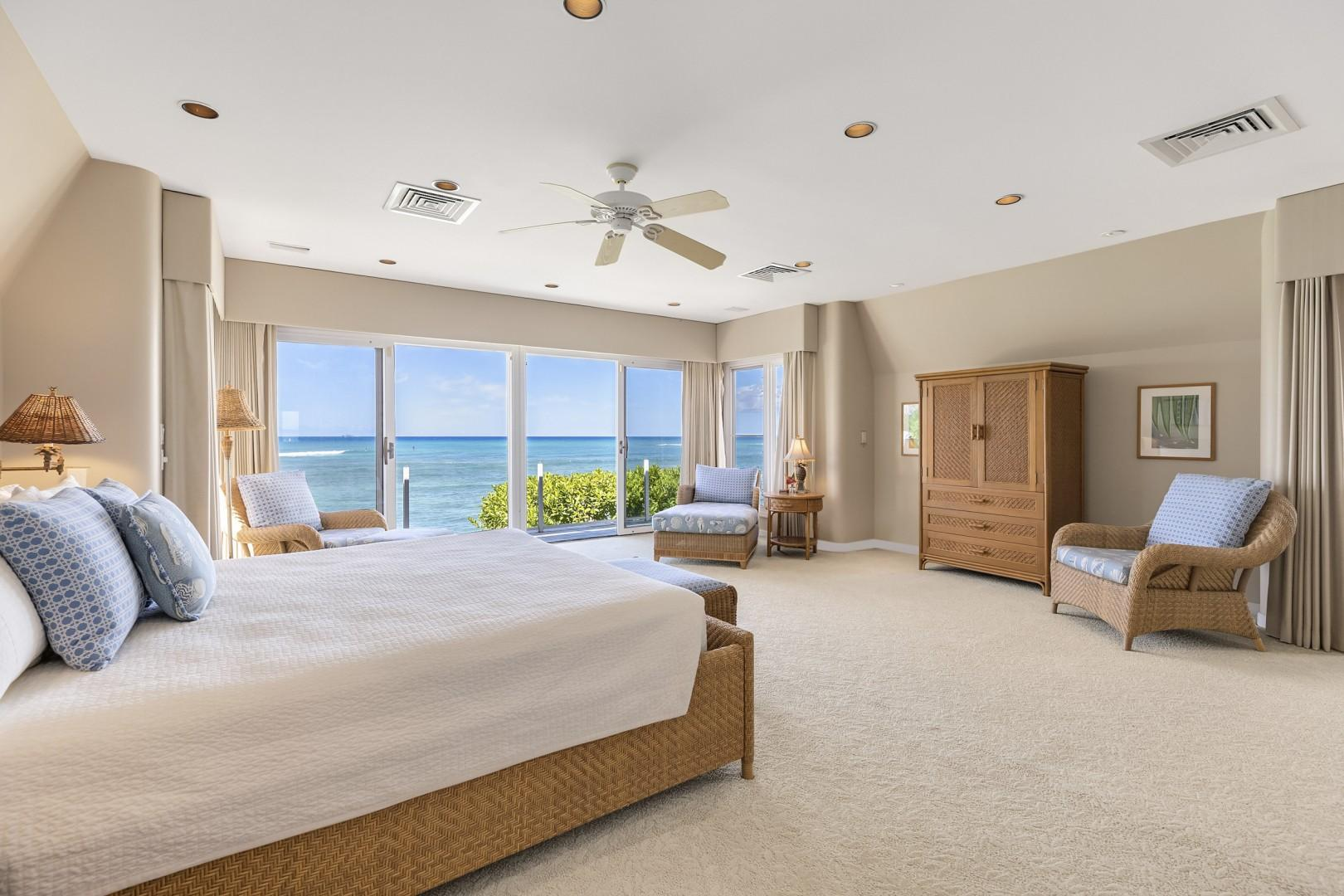 Master Suite that opens up to covered oceanside lanai.