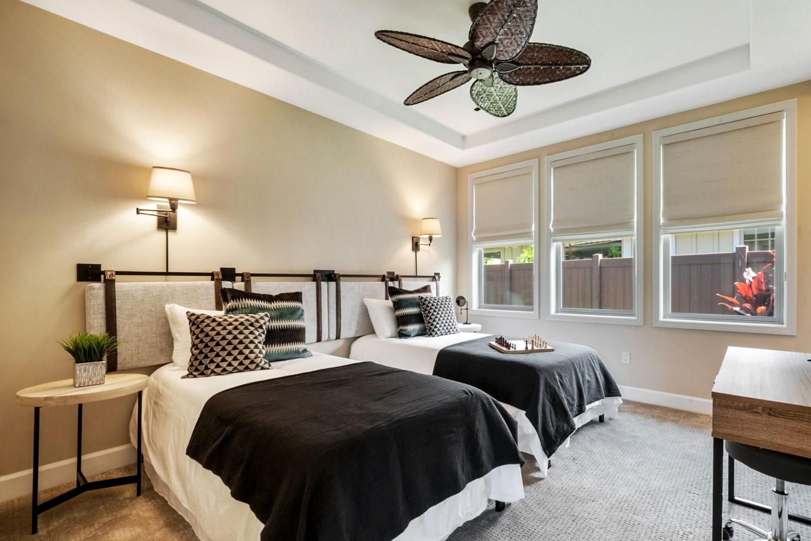 Guest bedroom with combinable Twin beds