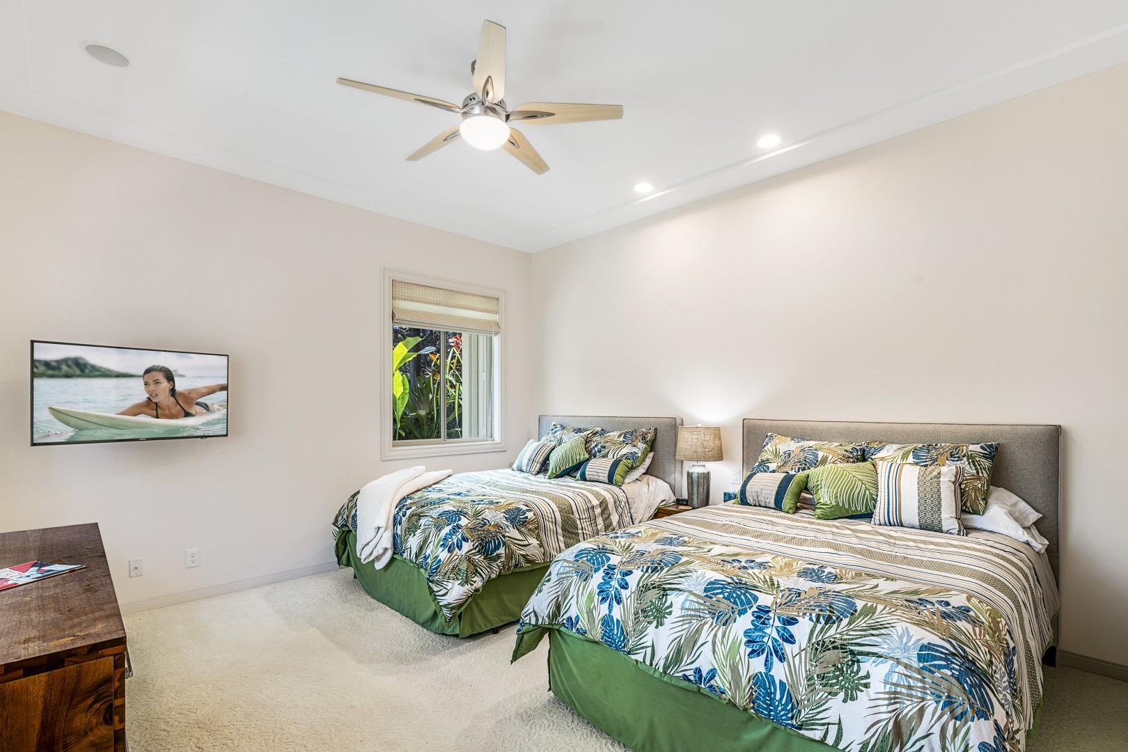 Guest bedroom with 2 Queen beds!