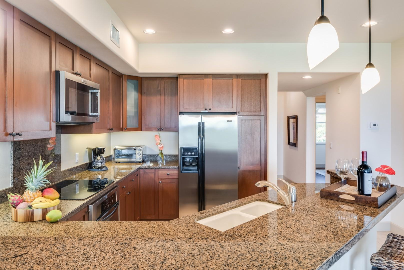 Spacious fully-equipped kitchen w/ granite countertops