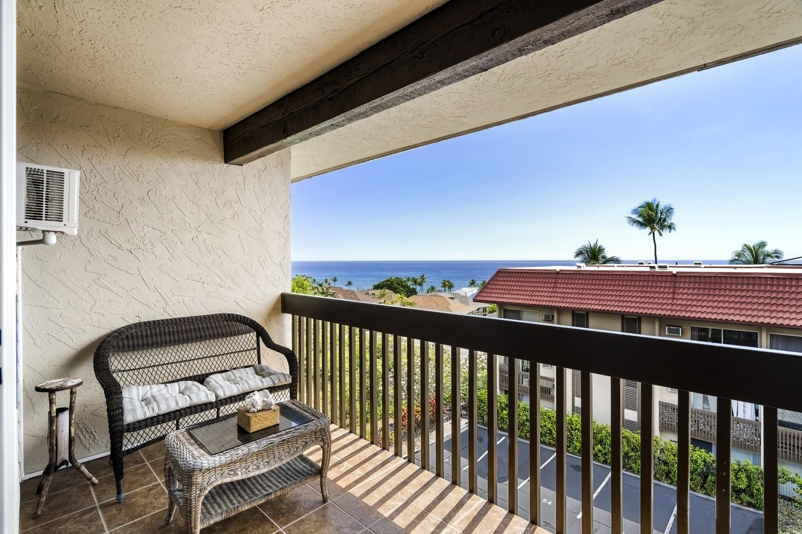 Master bedroom Lanai for your morning cup of Kona coffee!