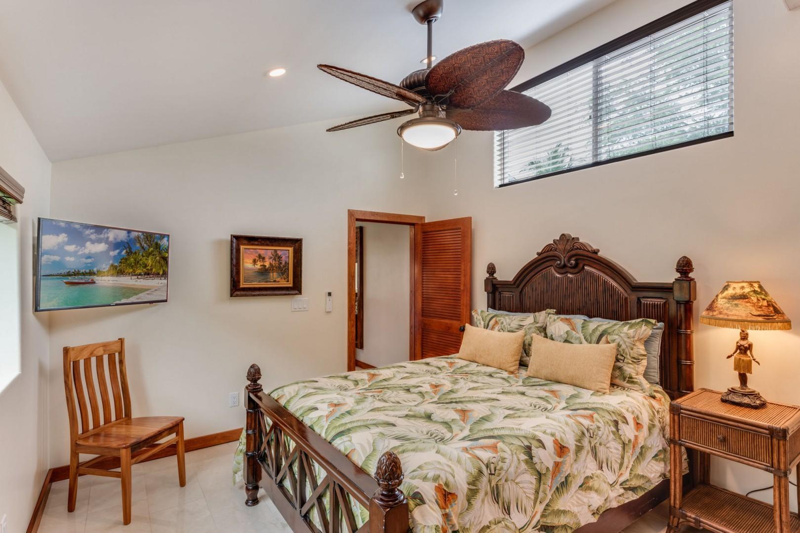 Guest bedroom in Hale Lihikai
