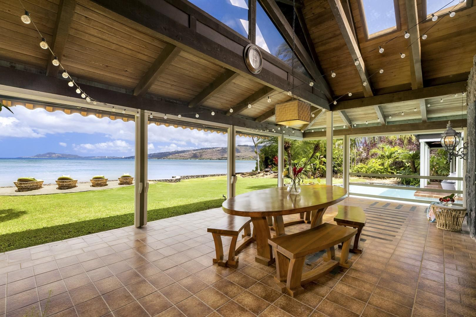 Large Covered Lanai with infront of Living Room with Outdoor Dining.