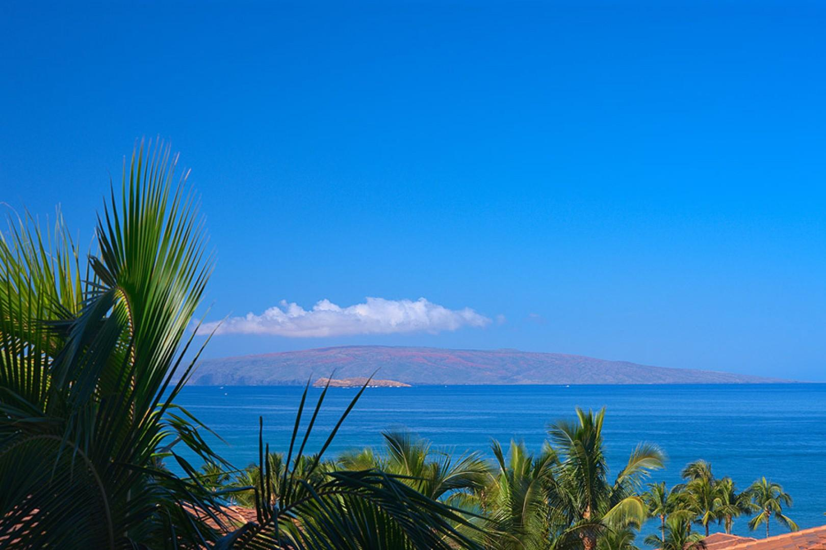Amazing direct sunset and ocean view. Also close to the Shops At Wailea but sheltered from noise - a perfect location!