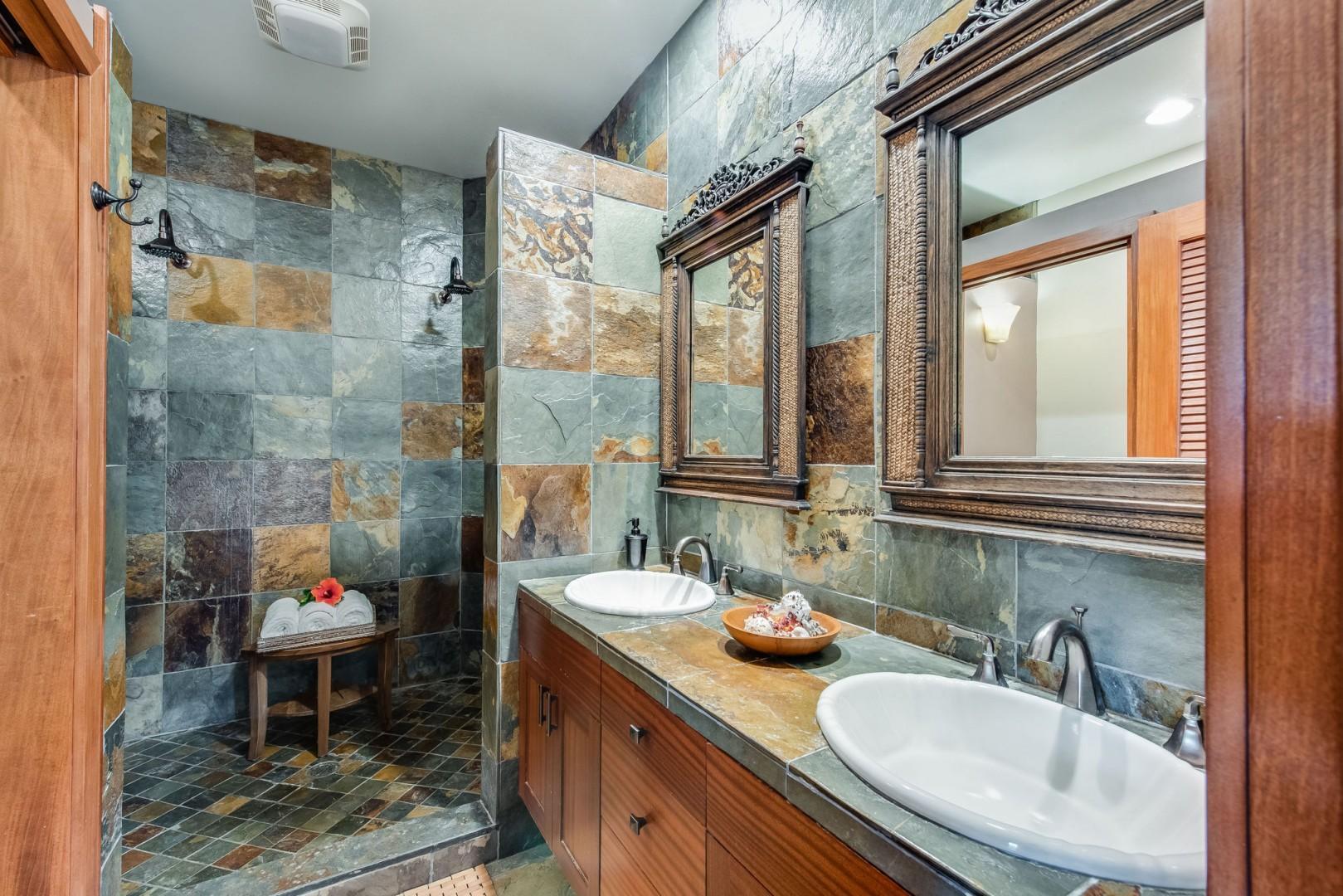 Hale Moku Master bathroom