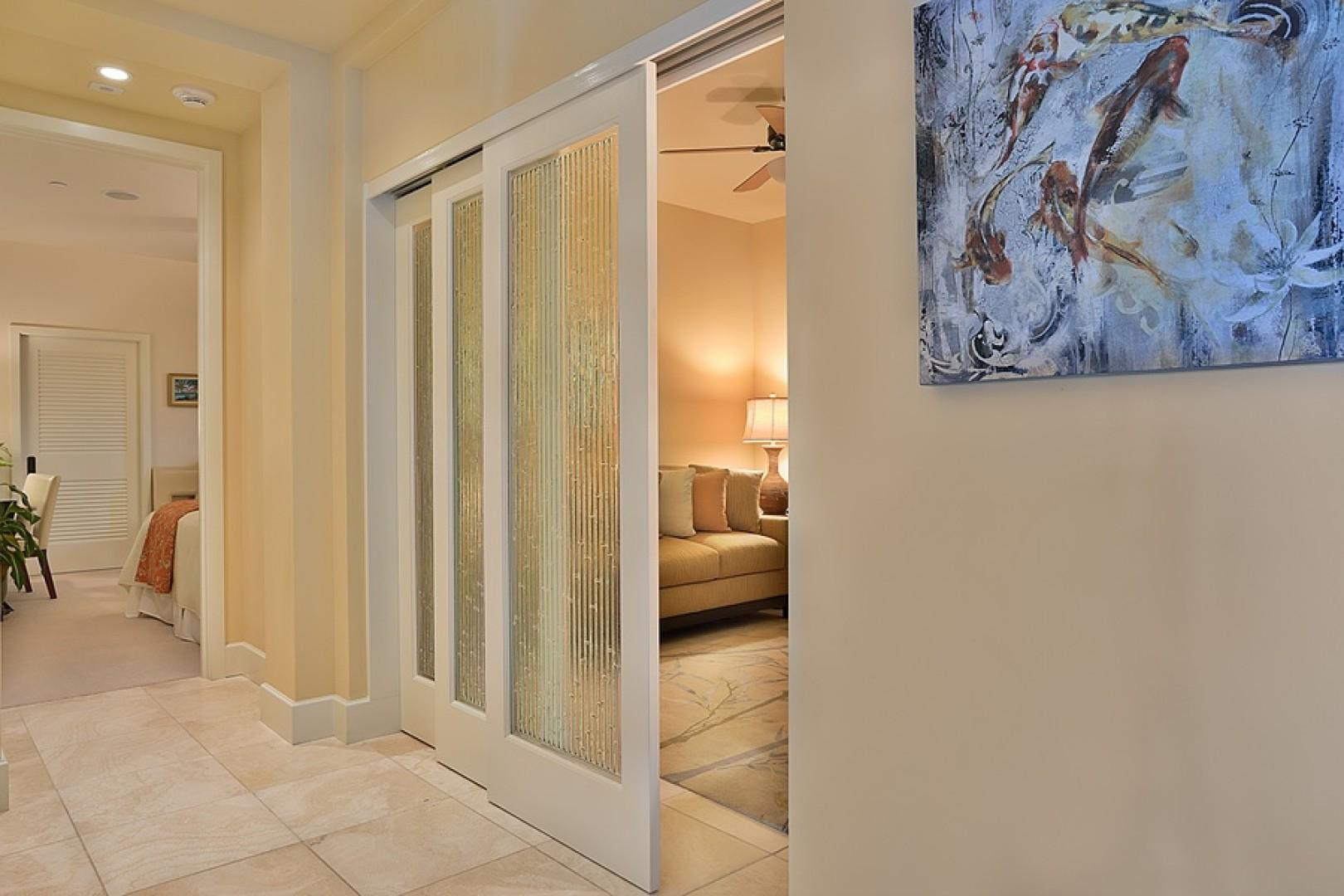 Sandy Surf K508 - Solid doors enclose the den which makes a 4th sleeping space