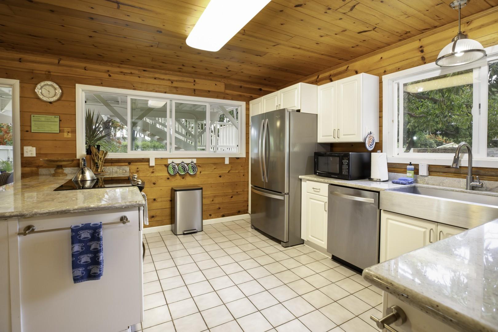 Spacious full kitchen