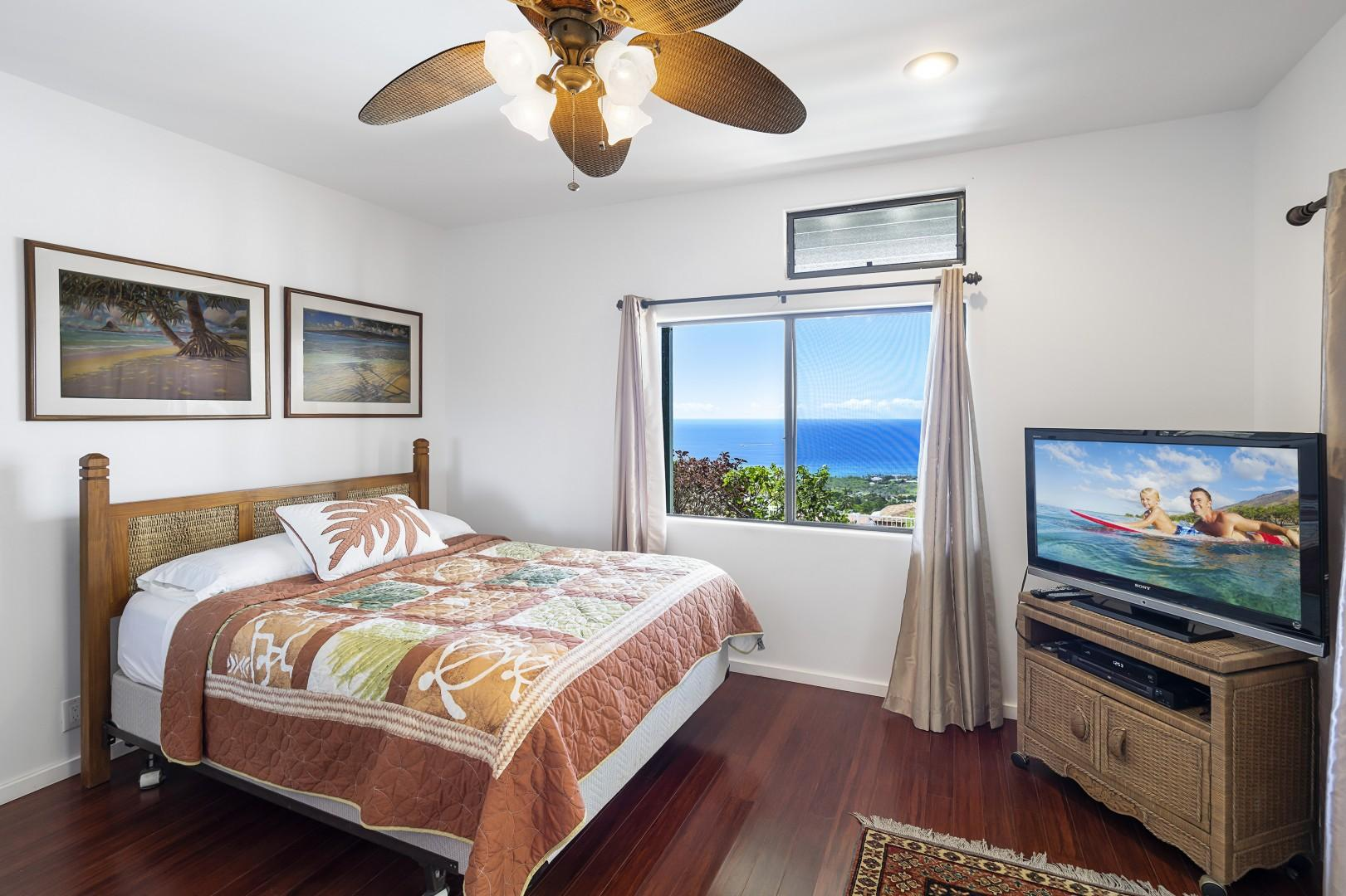 Lanai access and Cable TV in guest bedroom!