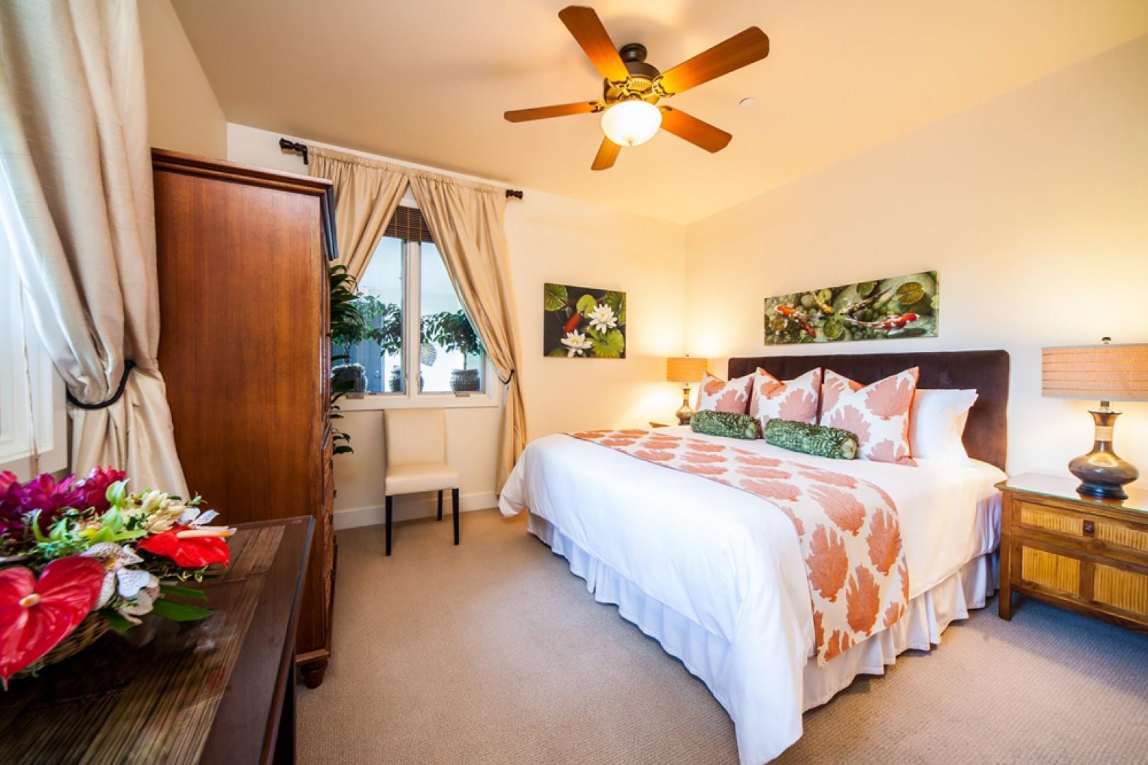 Blue Horizons K308 - Third Bedroom with King Bed, Adjacent Shower Bath, Desk, HDTV, HD Cable, CD/DVD