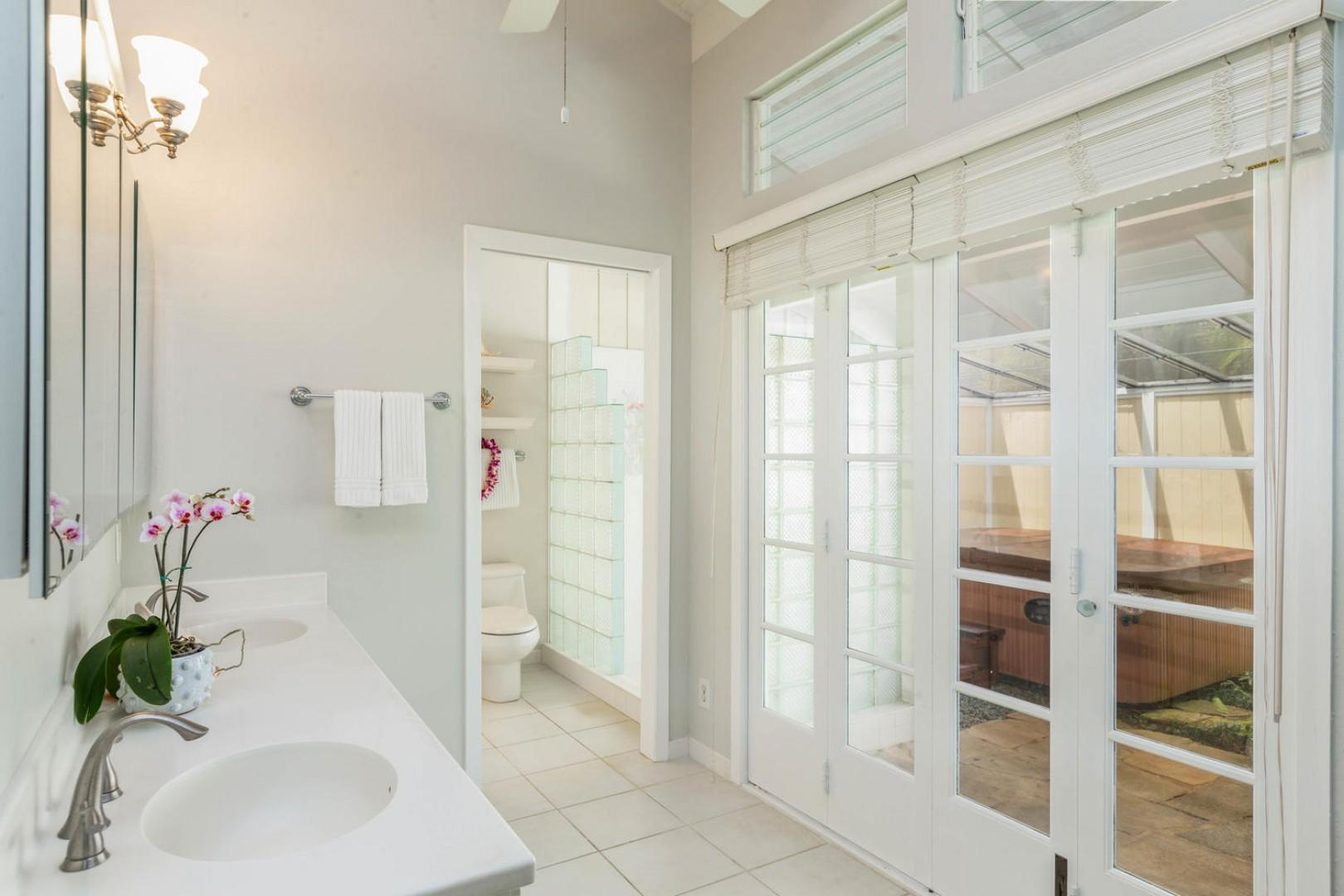 Spacious and elegant en suite master bath
