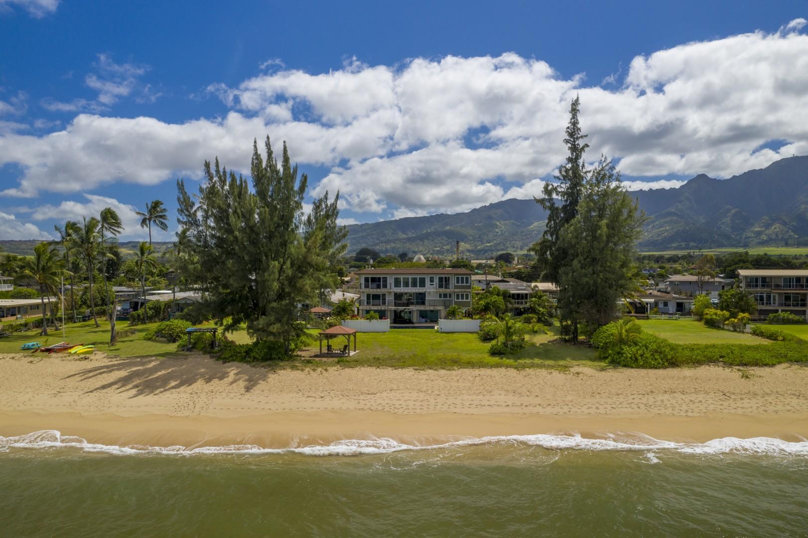 Gorgeous beachfront home in Waialua.