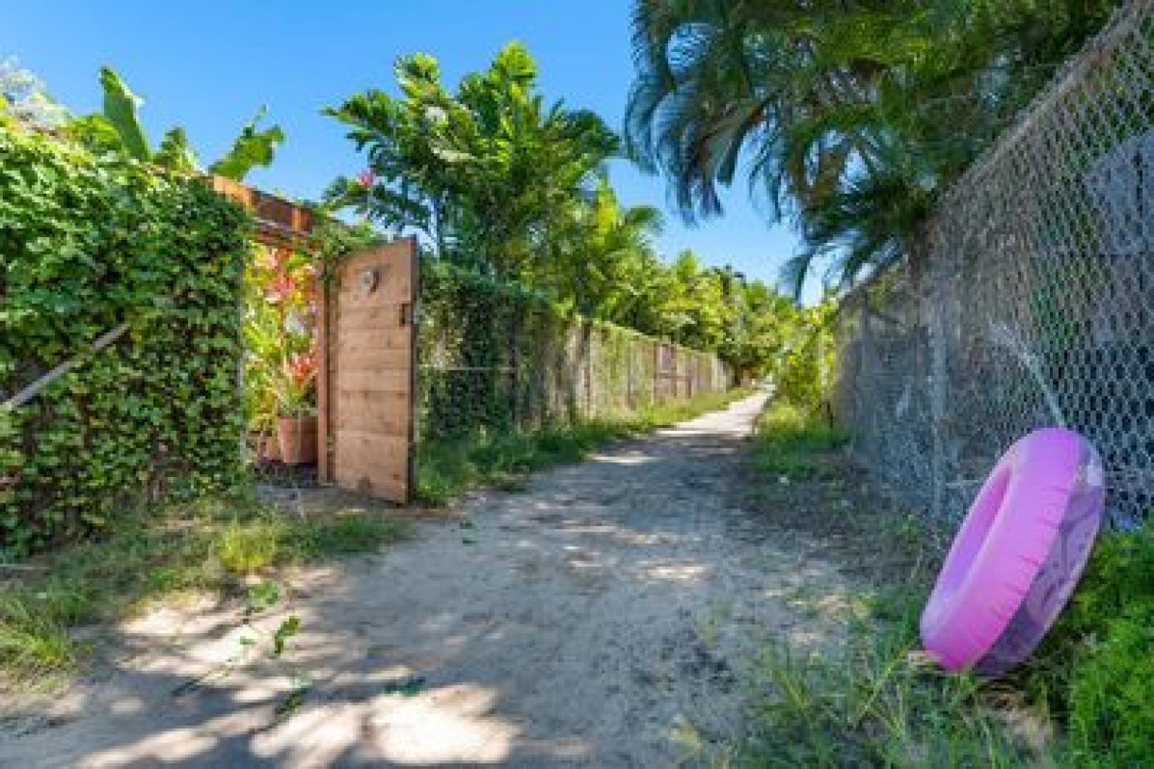 Private access to beach lane