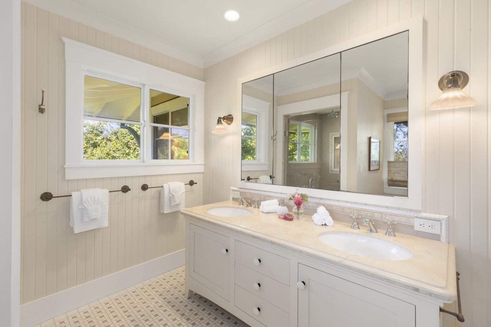 En suite bath, Coral Suite