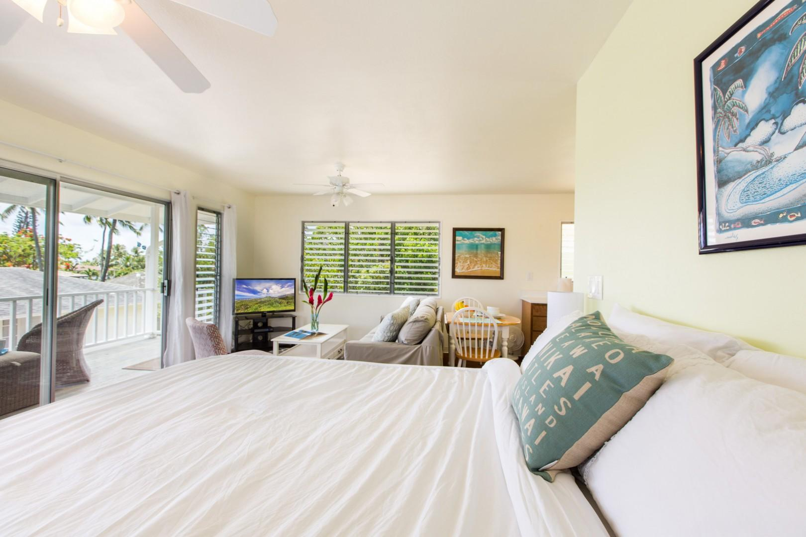 Guest cottage with king bed, pull-out memory foam sofa bed, and new split air conditioning!