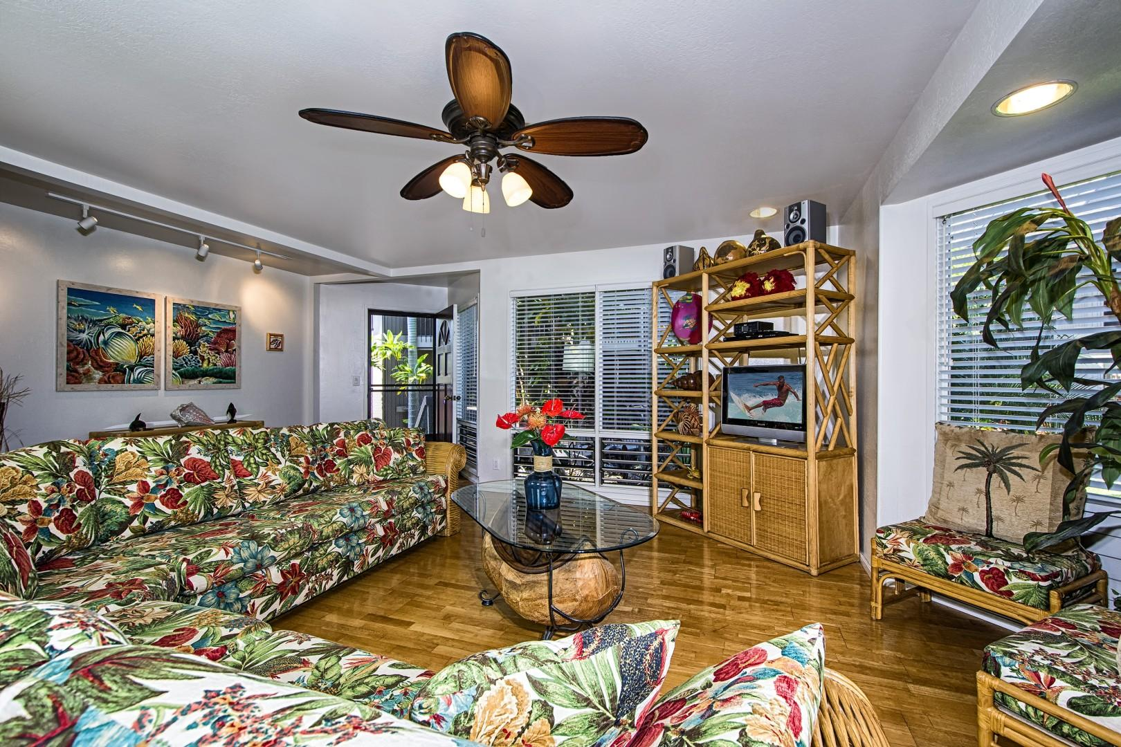 Tropically appointed unit with all the comforts of home!