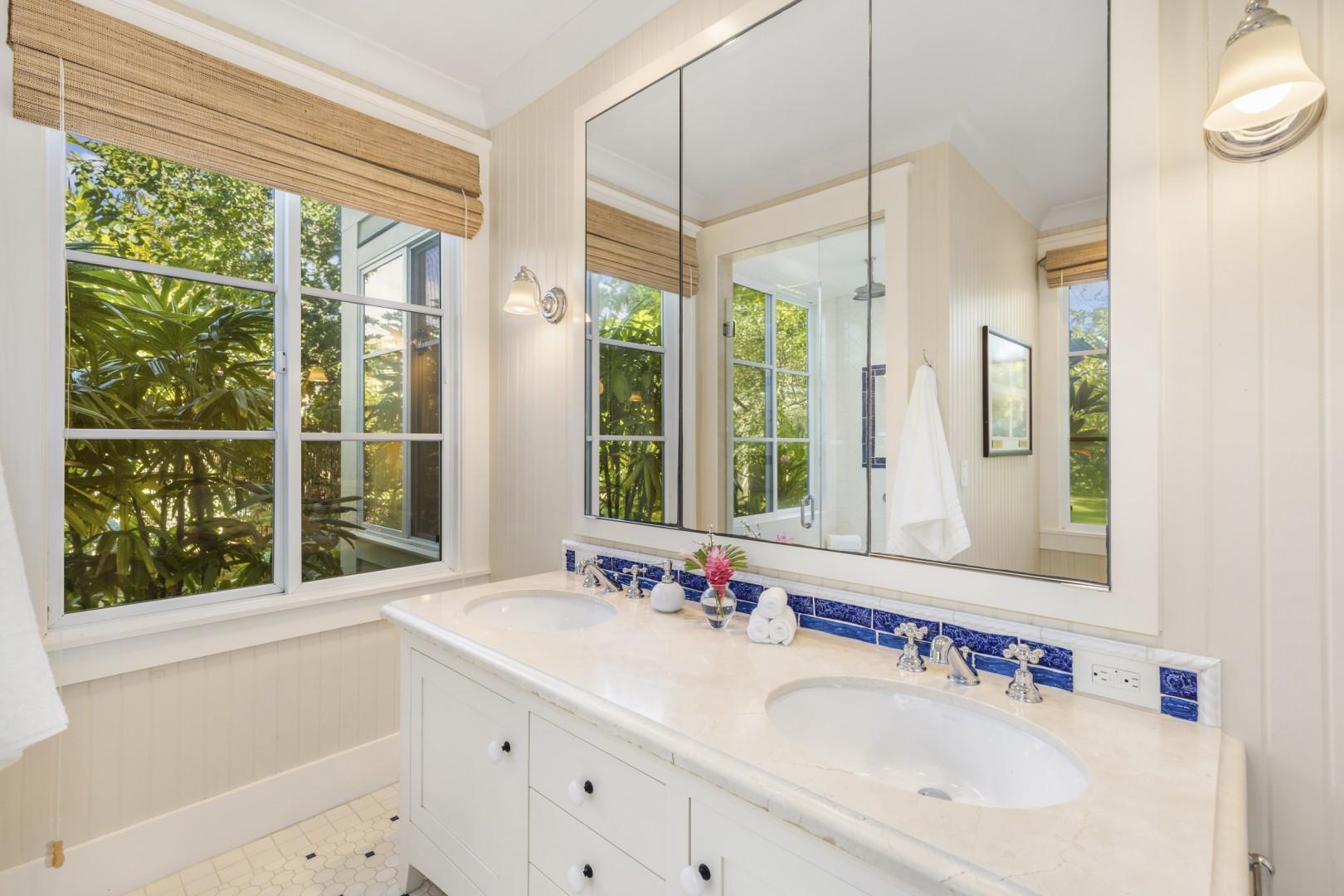 En suite bath, Seashell Suite