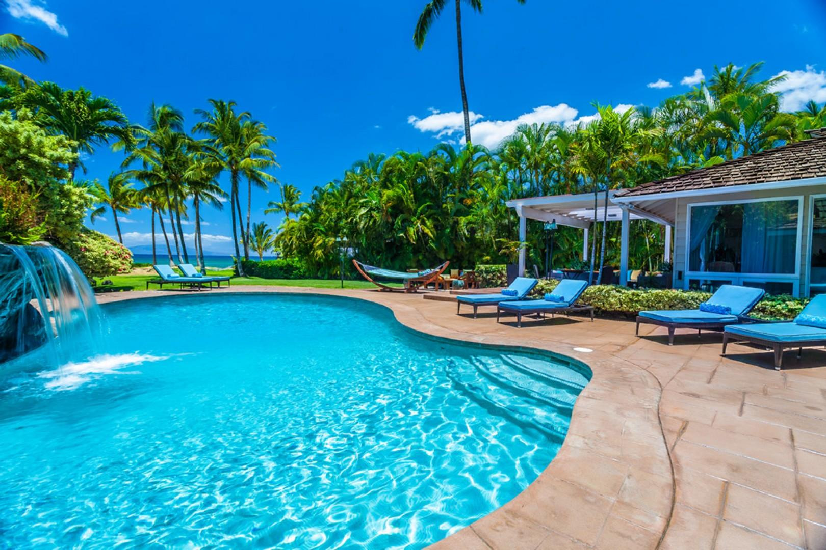 Mango Surf - Large Heated Swimming Pool with Ocean View, Waterfall, Hammocks, Outdoor Living Space