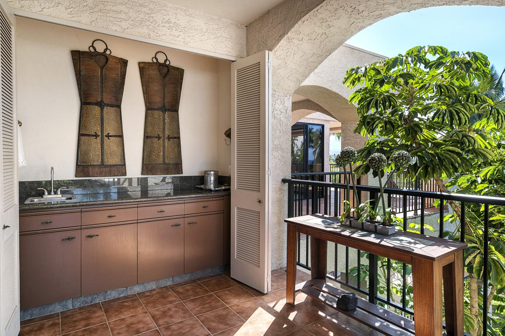Outdoor wet bar for preparing your favorite drinks!