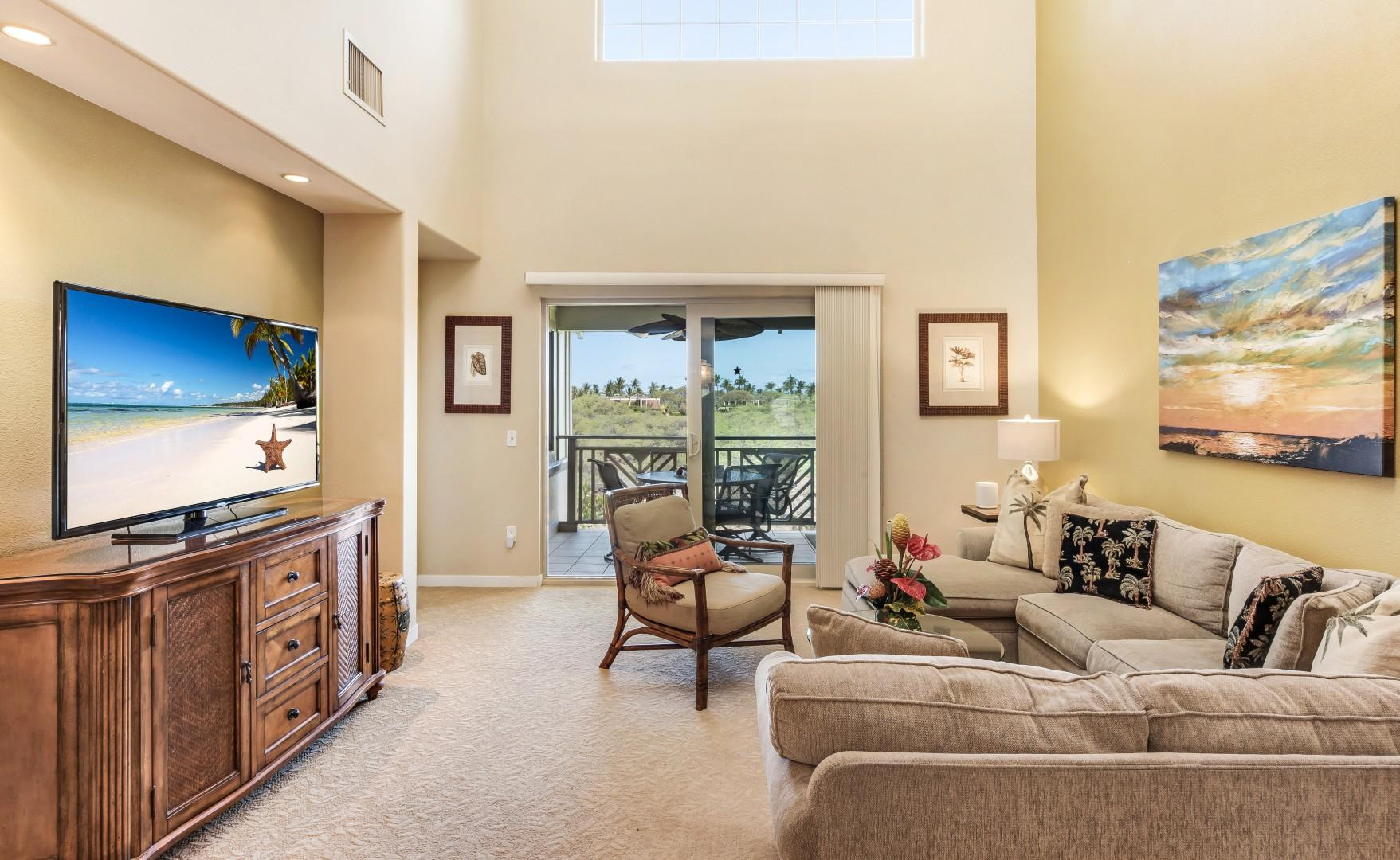 Light-Filled Living Room w/ 18ft Ceiling & Sliding Doors to Private Lanai & BBQ