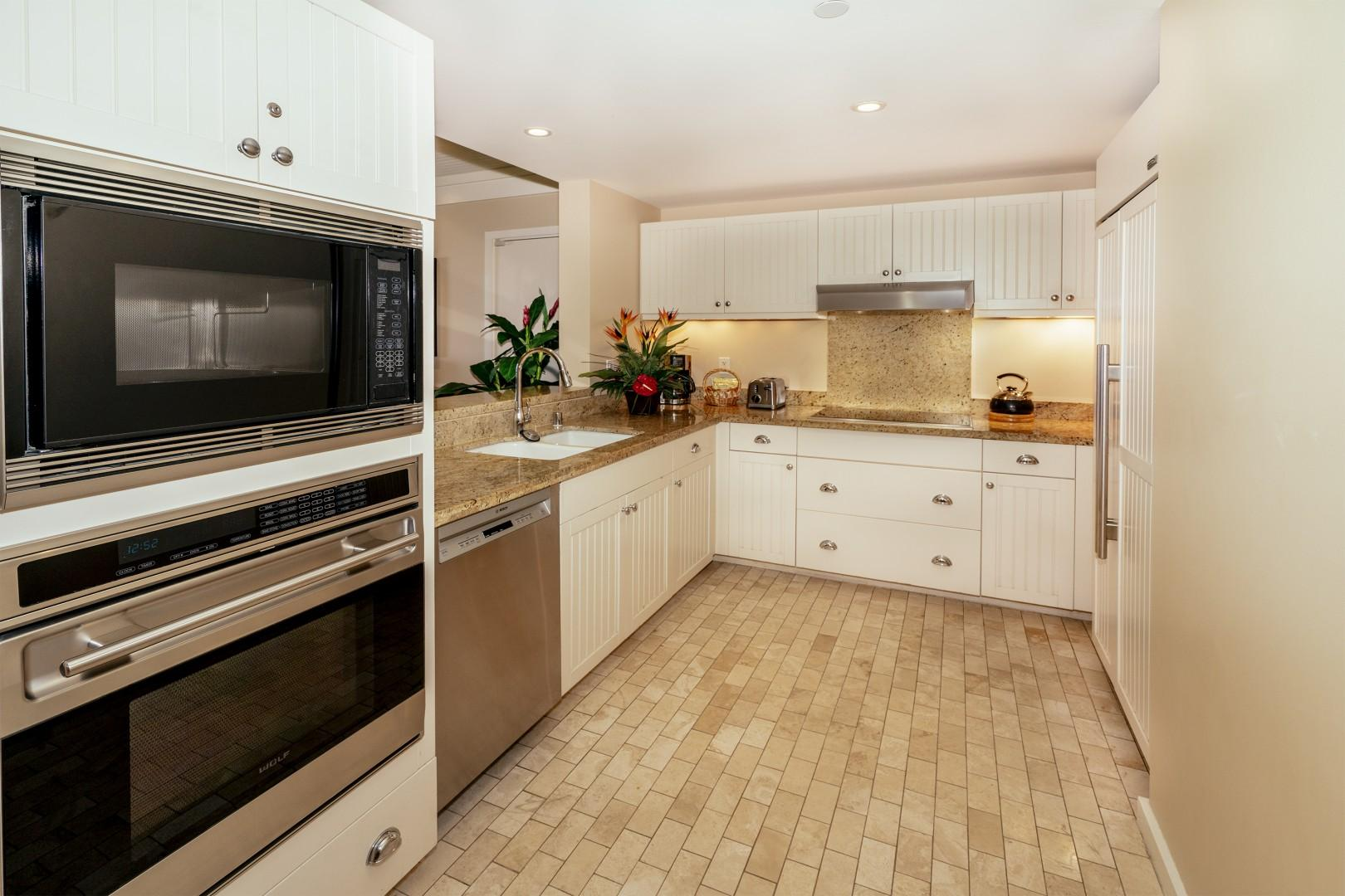 Fully-stocked kitchen with high-end Sub-zero and Wolf appliances.