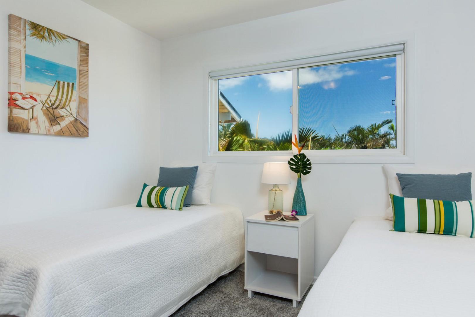 Twin bedroom with views of Koko Head.