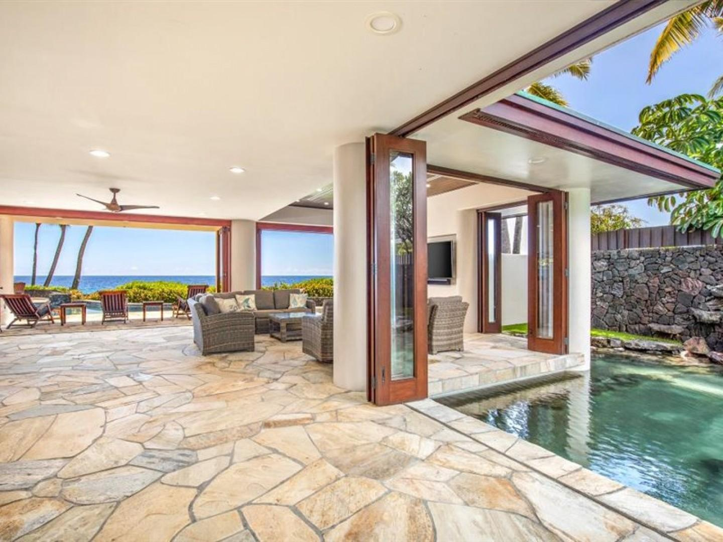 Tiled floors throughout with Hawaiian styling!