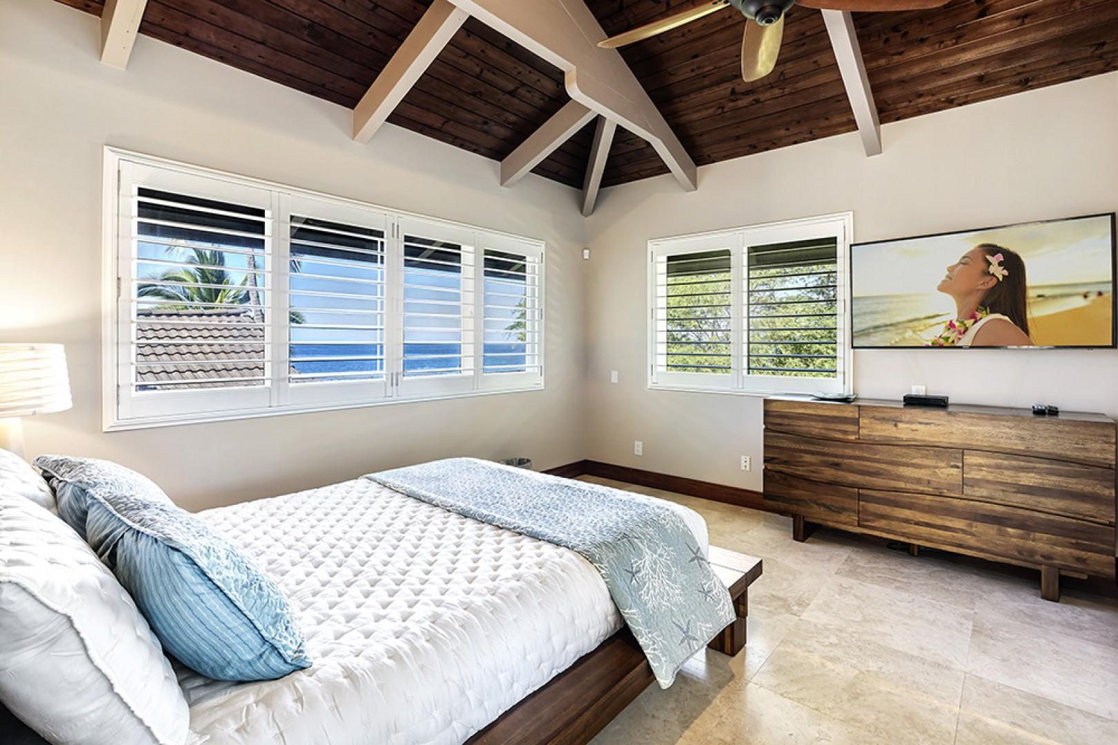 Guest bedroom with Queen bed, A/C, TV, and Ocean views
