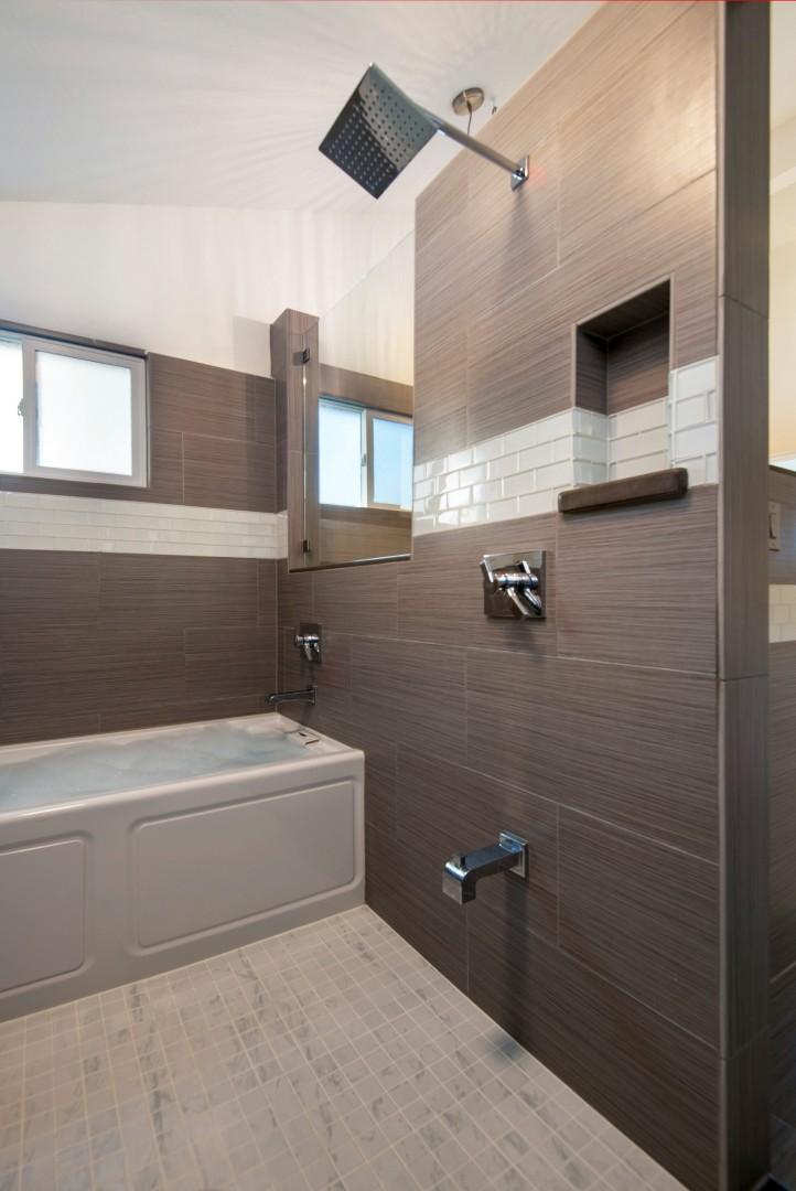 Master en-suite bathroom.