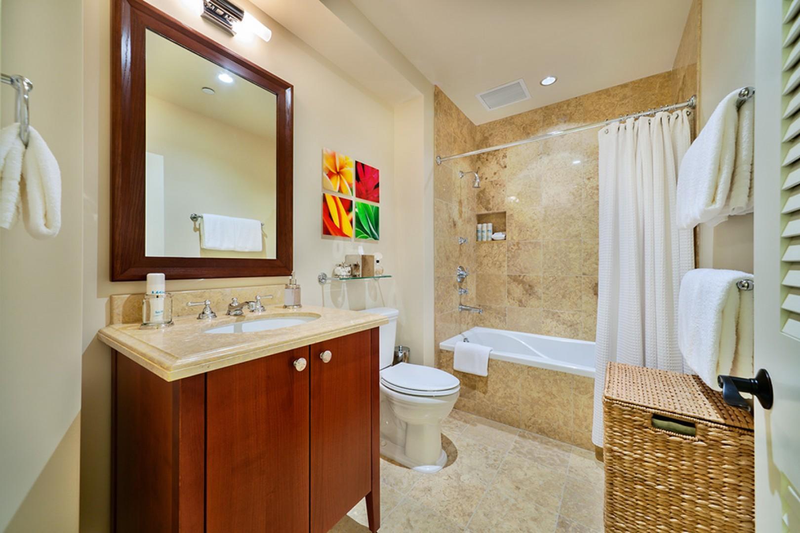 J405 Sea Breeze Suite Third Bedroom Private Bath