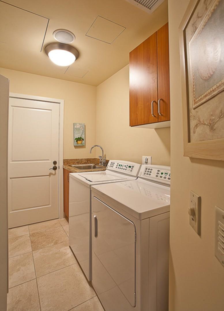 Sandy Surf K508 - Full-size laundry equipment with abundant supplies